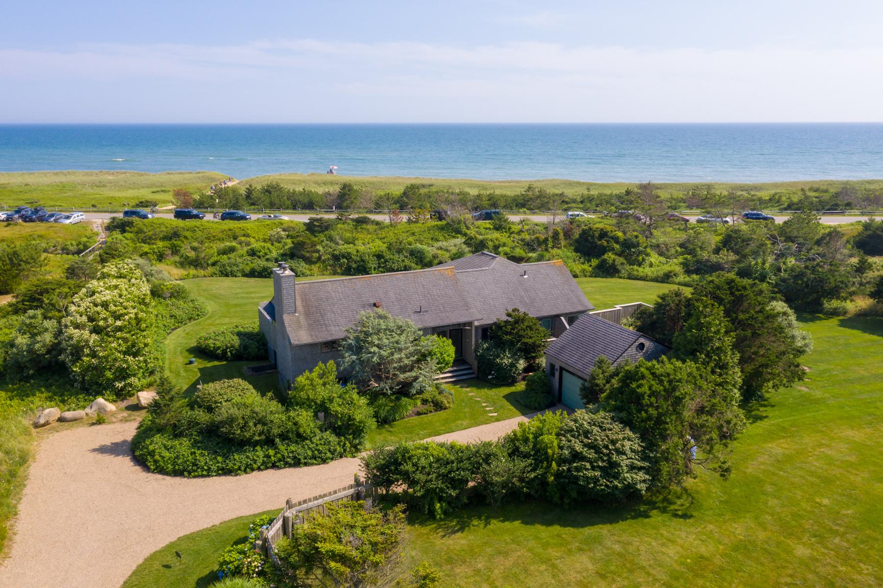 Single Family Homes 为 销售 在 Beach House in Katama 106 Mattakesett Way 埃德加敦, 马萨诸塞州 02539 美国