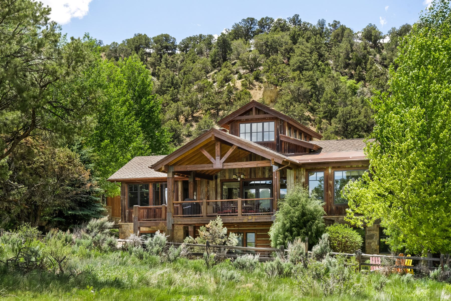 Casa Unifamiliar por un Venta en Classic Custom Mountain Home 3976 Crystal Bridge Drive Carbondale, Colorado 81623 Estados Unidos