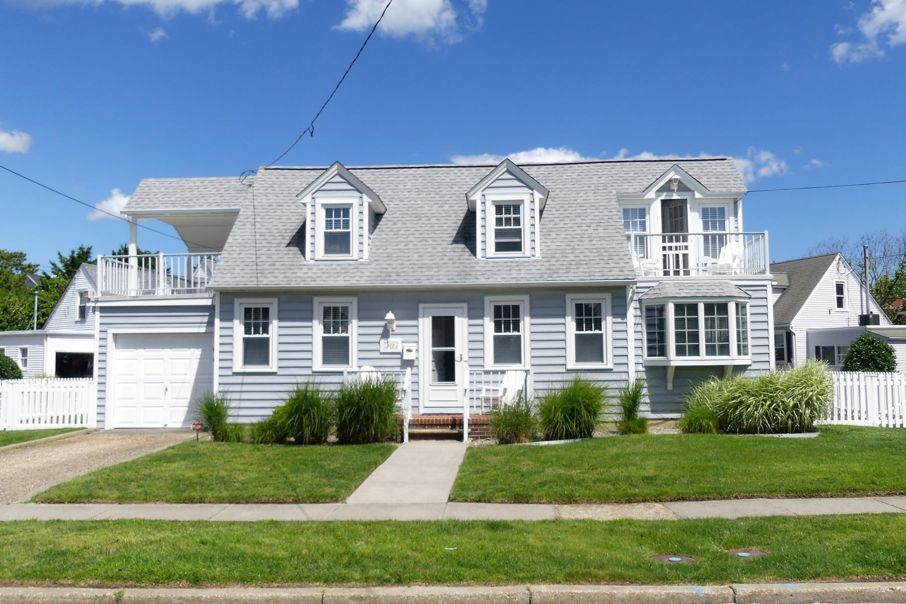 Single Family Homes para Venda às Lovely Gardens Home 513 Gull Road, Ocean City, Nova Jersey 08226 Estados Unidos