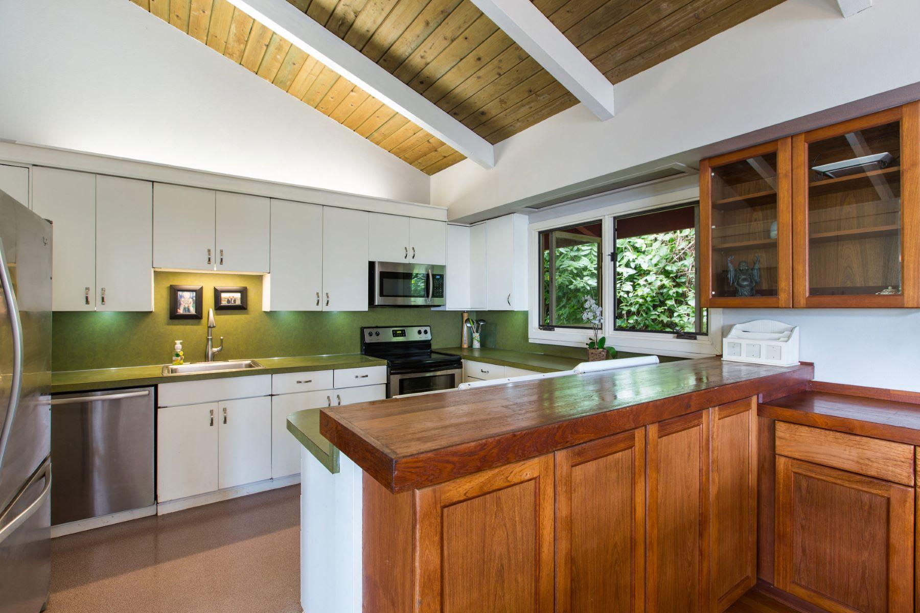 Additional photo for property listing at Peaceful Rainforest Tree House 3155 Kaohinani Drive Honolulu, Hawaii 96817 United States