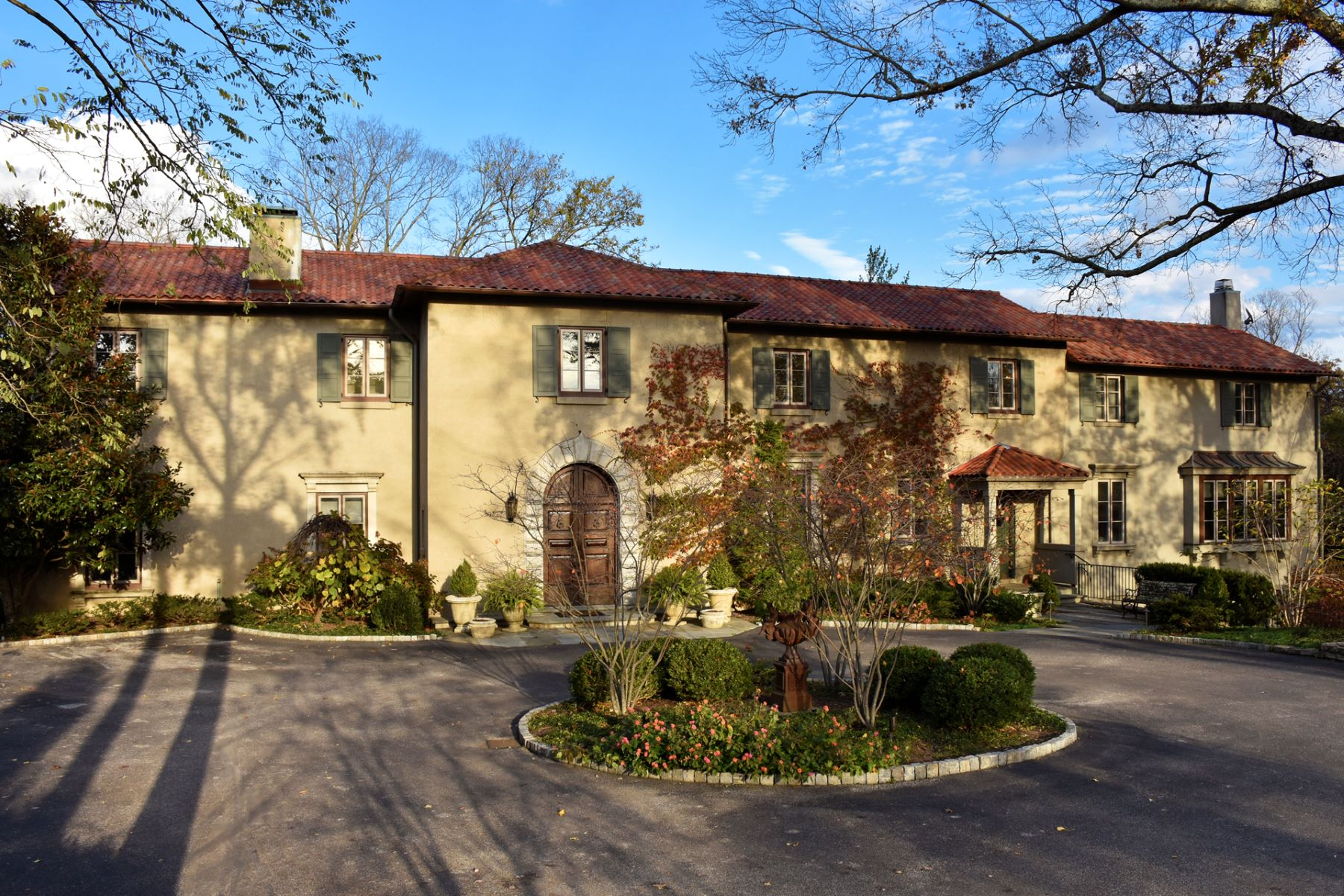 Single Family Home for Sale at Stunning Tuscan Style Villa 2560 Grandin Road Cincinnati, Ohio 45208 United States