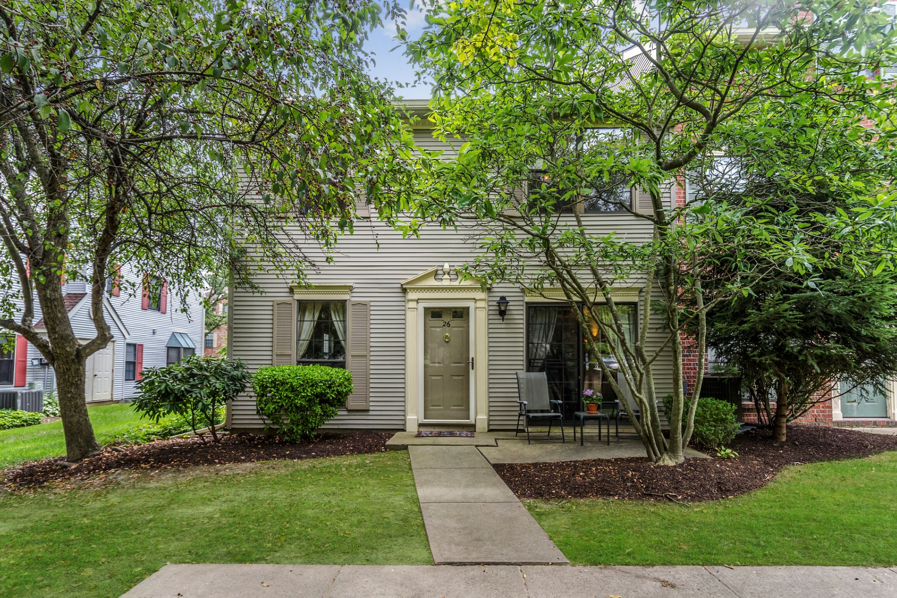 townhouses للـ Sale في Cheerful, Convenient, and Clean as a Whistle 26 Drewes Court, Lawrenceville, New Jersey 08648 United Statesفي/حول: Lawrence Township