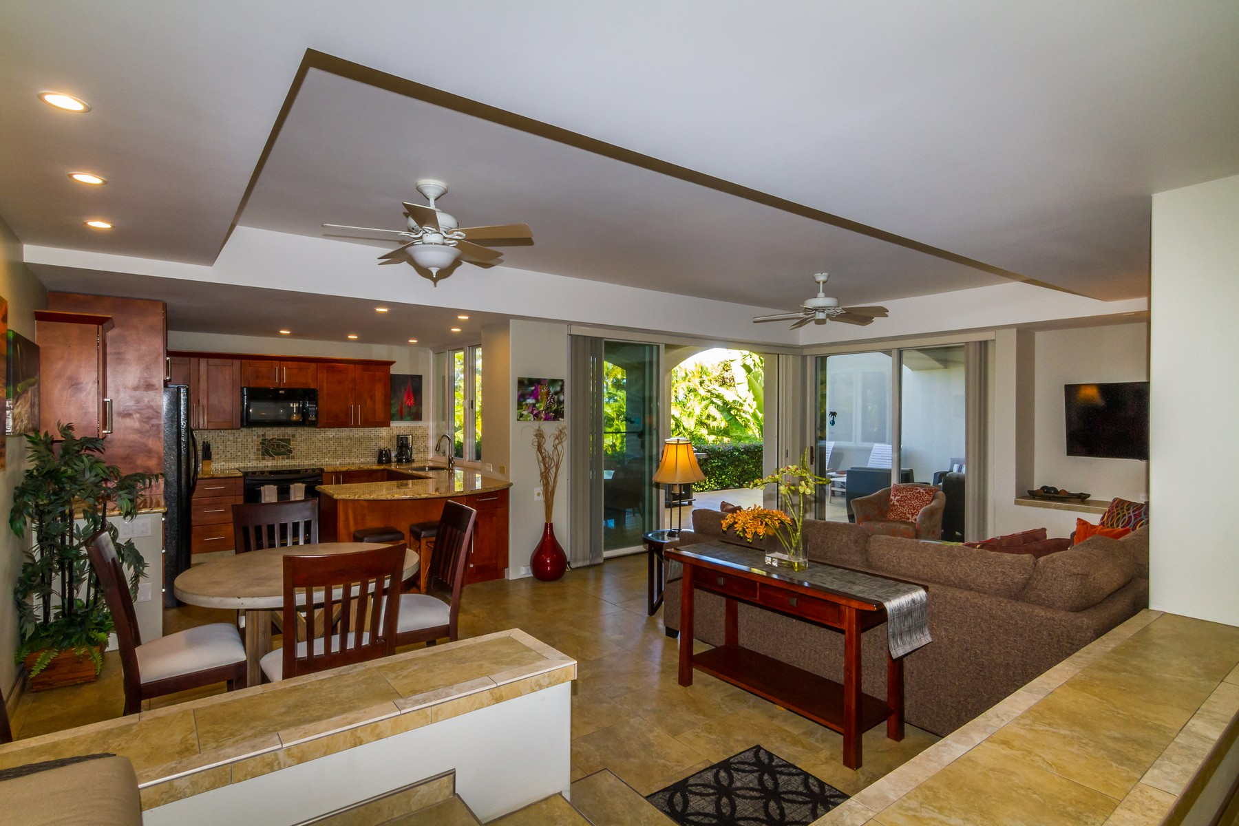 Condomínio para Venda às Fully Renovated, Furnished 1 Bed Condo With Short Walk To Beach 3200 Wailea Alanui Drive, Palms at Wailea 2203, Wailea, Havaí, 96753 Estados Unidos