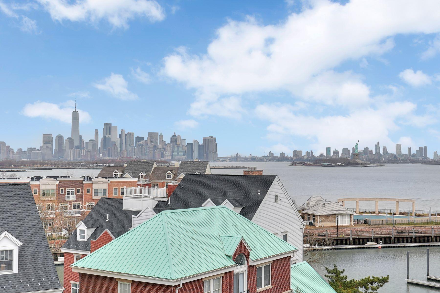 Condominiums por un Venta en Port Liberté-- SOHO style! 200 Shearwater Ct. West #51 Jersey City, Nueva Jersey 07305 Estados Unidos
