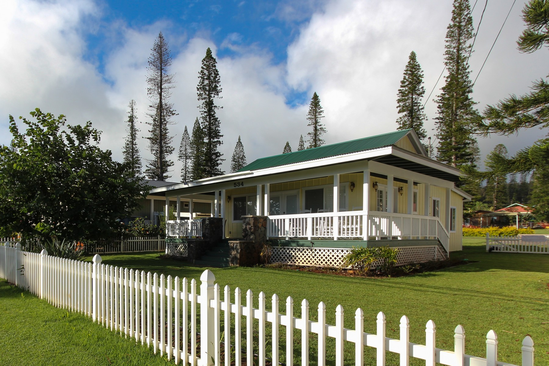 独户住宅 为 销售 在 Plantation Style Perfection on Lana'i 534 Fraser Avenue Lanai City, 夏威夷 96763 美国