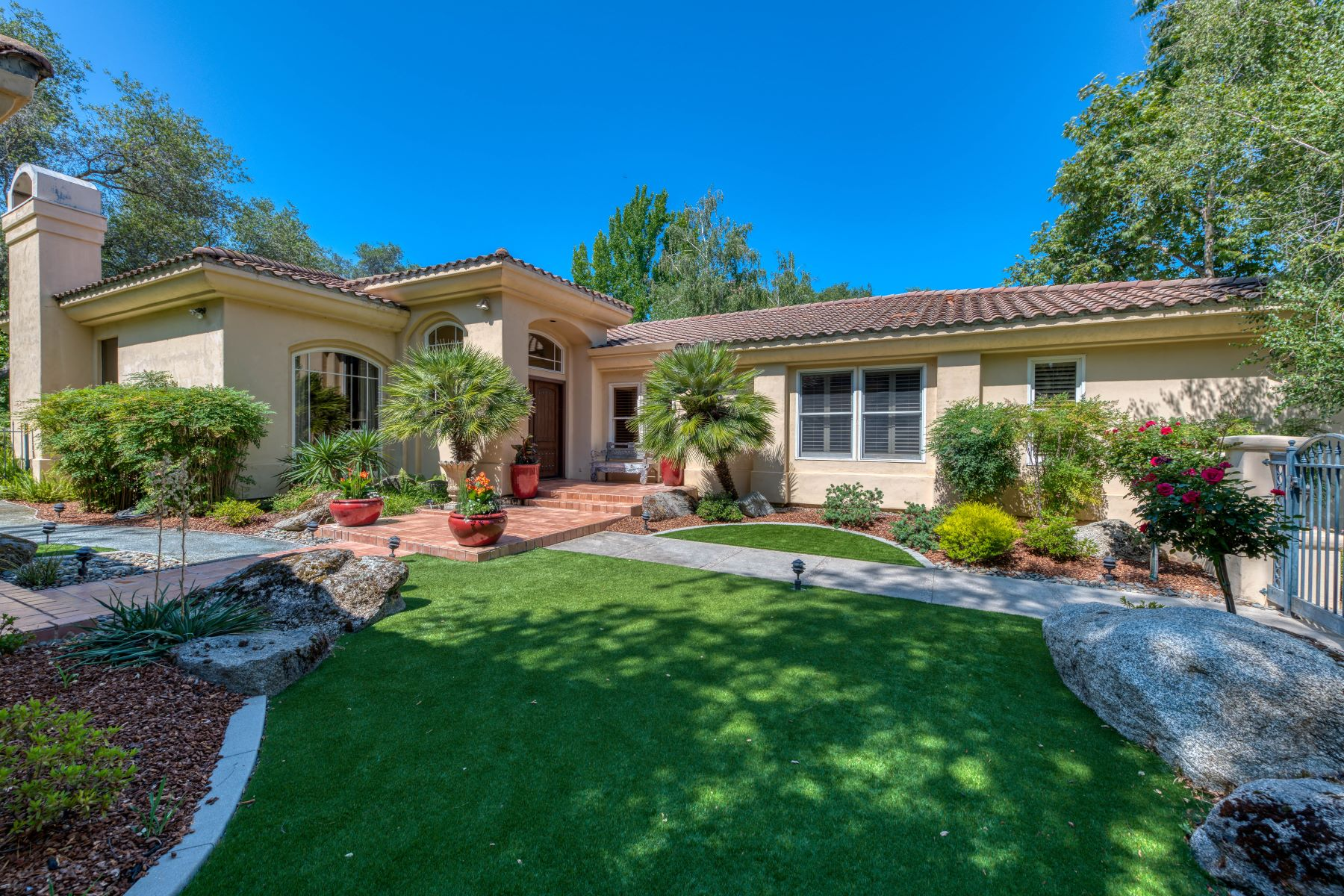 Single Family Homes por un Venta en 9815 N Los Lagos Cir, Granite Bay, CA 95746 9815 N Los Lagos Cir Granite Bay, California 95746 Estados Unidos
