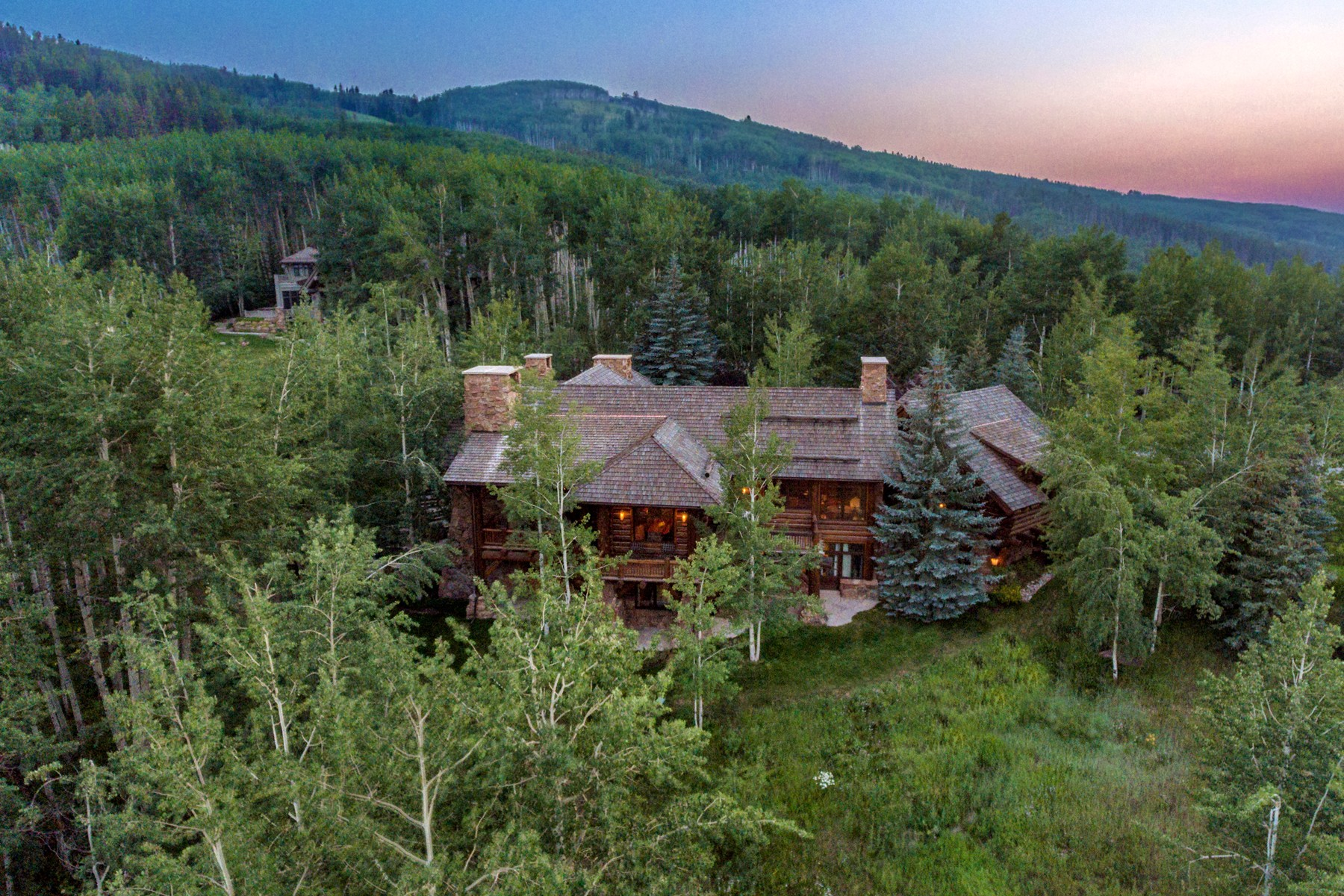 Casa Unifamiliar por un Venta en Private Ski-in/Ski-out 6-bedroom/6.5-bath Custom Log Home 2291 Daybreak Ridge Beaver Creek, Colorado 81620 Estados Unidos