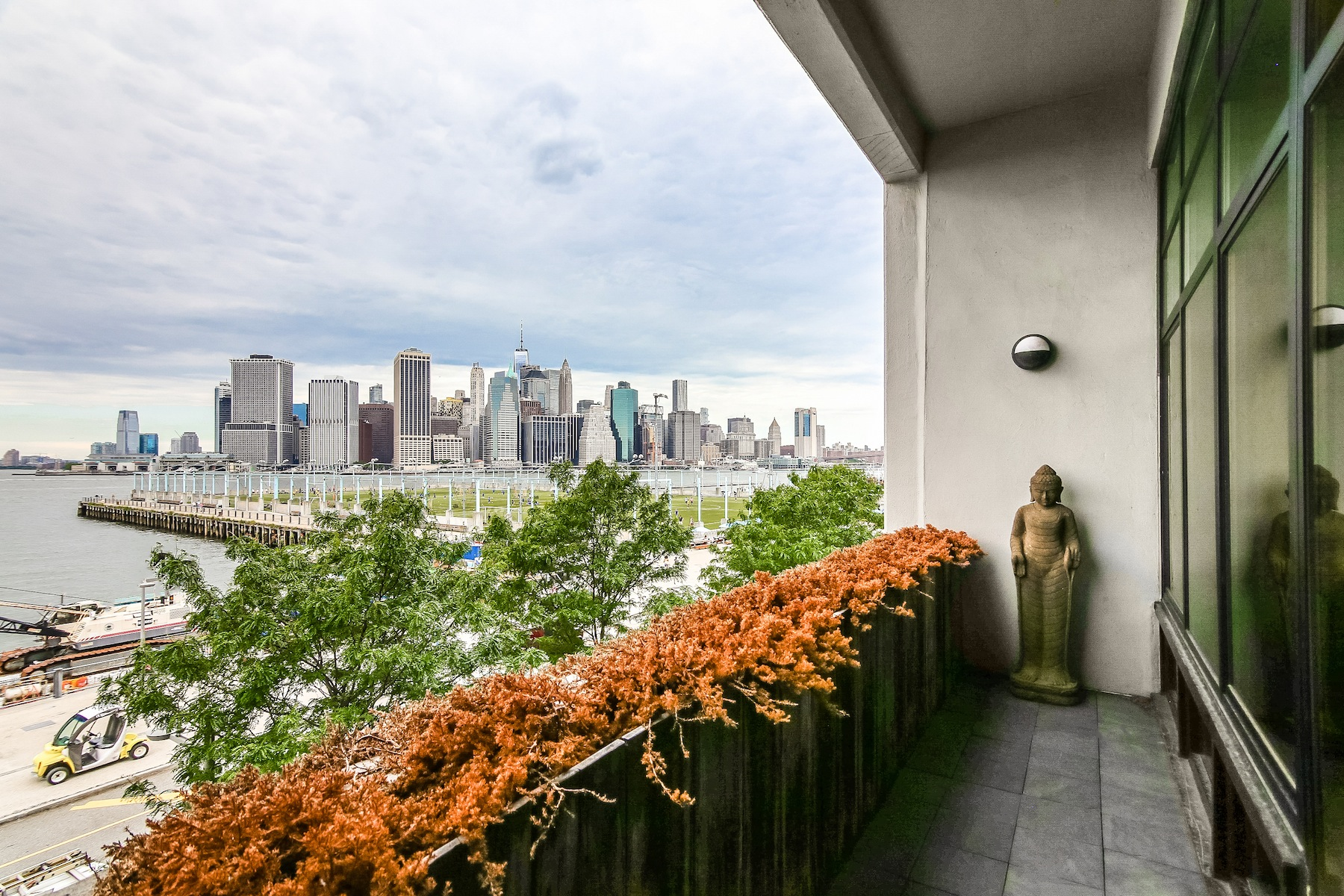 Additional photo for property listing at One Brooklyn Bridge 360 Furman Street Brooklyn, New York 11201 United States