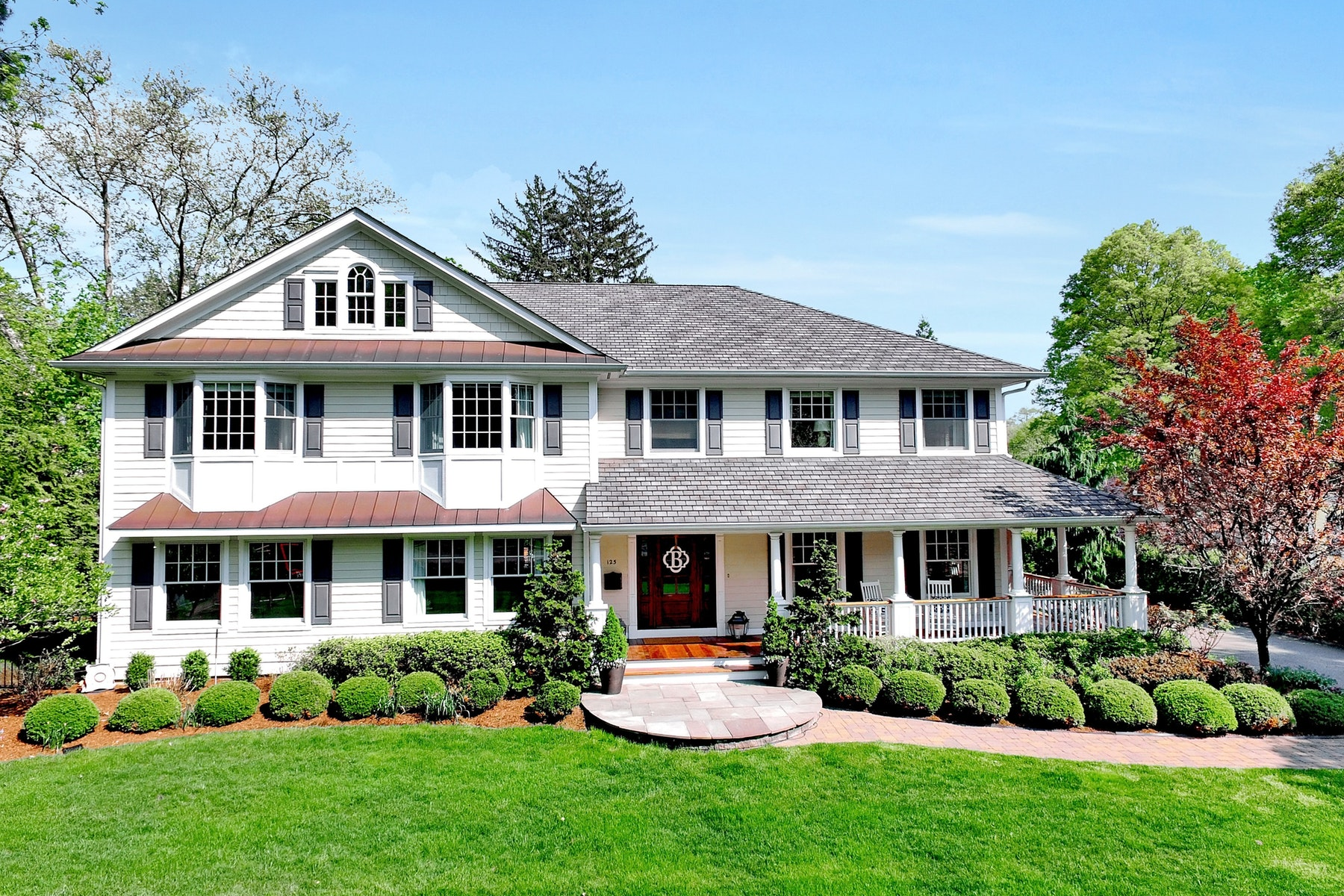 Single Family Home for Sale at Style and Comfort! 125 Melrose Place, Ridgewood, New Jersey 07450 United States