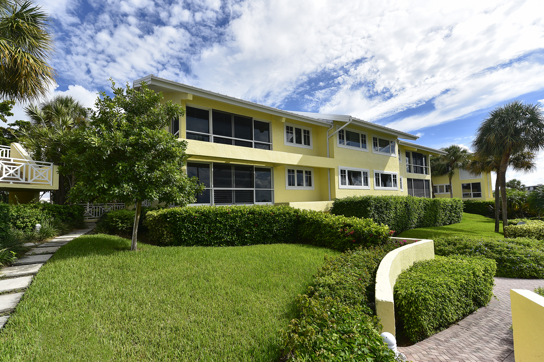Additional photo for property listing at Waterfront Condominium at Ocean Reef 18 Marina Drive, Unit A Key Largo, Florida 33037 États-Unis