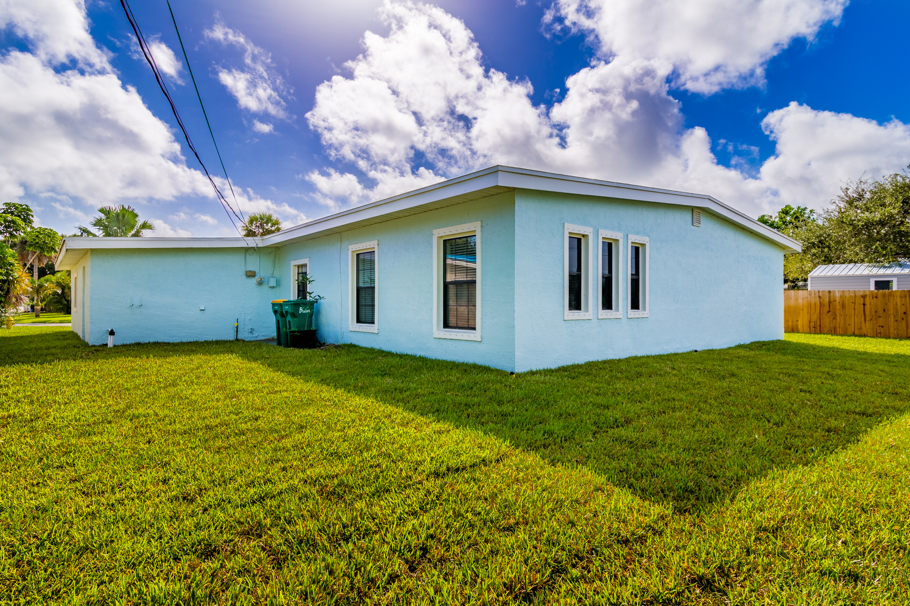 Additional photo for property listing at Open Floor Plan on Beautifully Updated Home 540 4th Avenue Satellite Beach, Florida 32937 United States