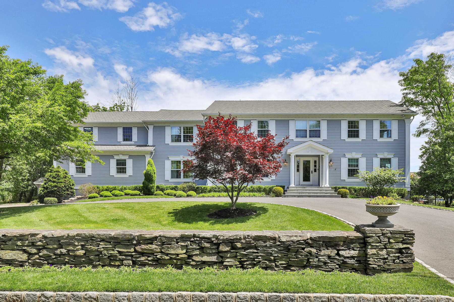 Single Family Homes pour l Vente à Waterfront Paradise 17 Heathcliff Road, Rumson, New Jersey 07760 États-Unis