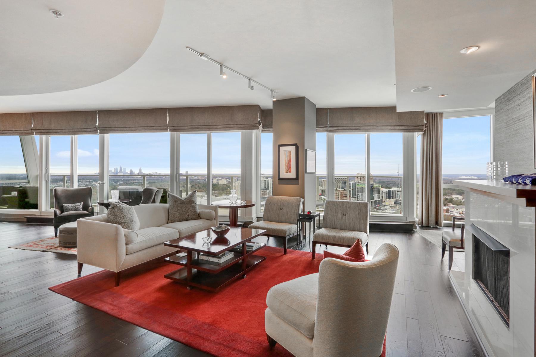 Single Family Homes pour l Vente à Impressive 30th Floor Buckhead Condo 3325 Piedmont Road NE No. 3004, Atlanta, Georgia 30305 États-Unis