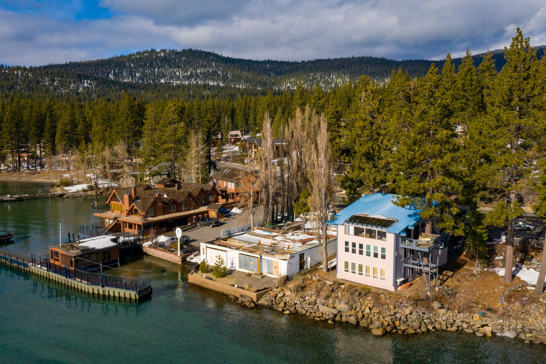Additional photo for property listing at 7238 N Lake Blvd, Tahoe Vista, CA 96148 7238 N Lake Boulevard Tahoe Vista, California 96148 United States