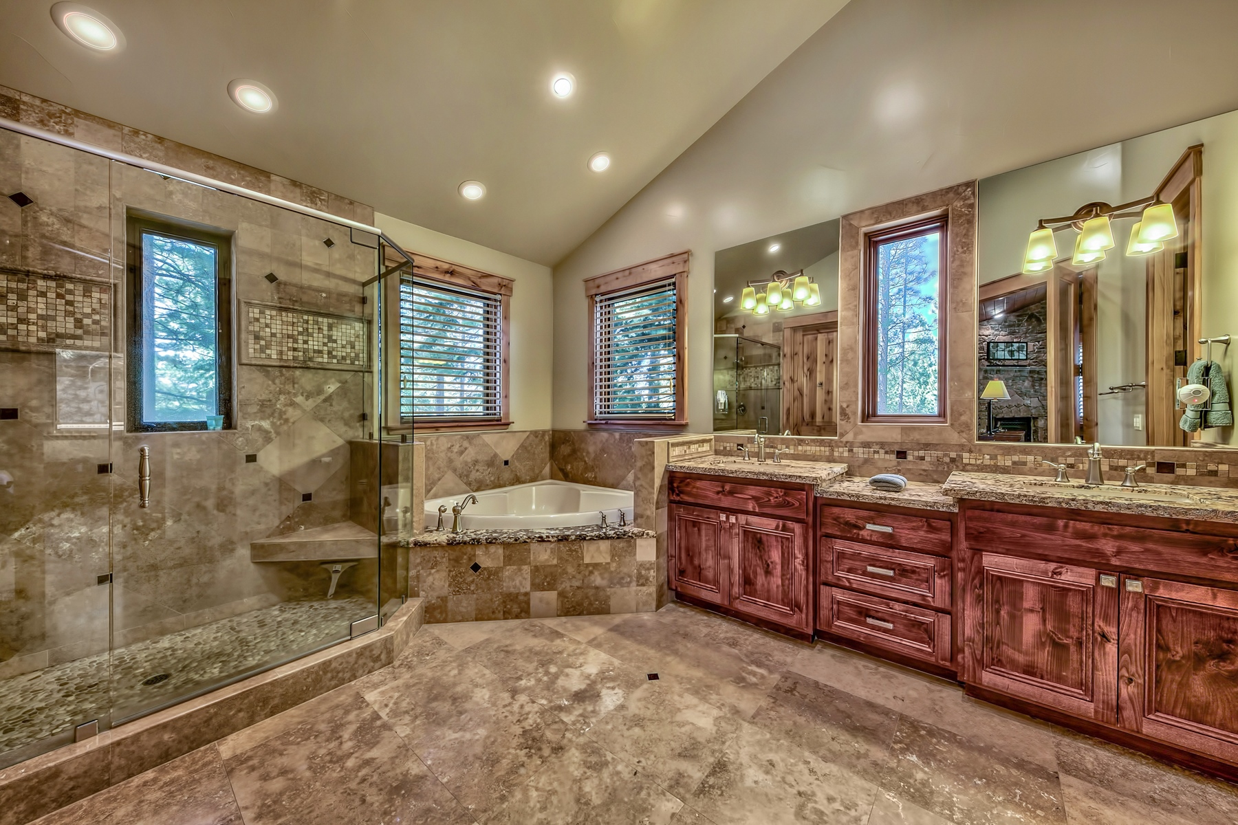 Additional photo for property listing at 1756 Gentian Cir, South Lake Tahoe, CA 96150 1756 Gentian Circle 南太浩湖, 加利福尼亚州 96150 美国