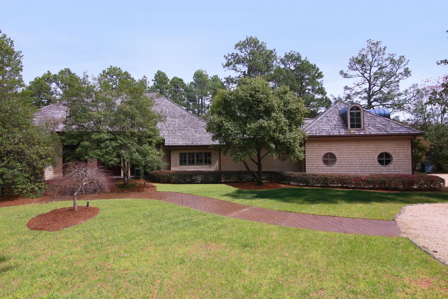 Single Family Home for Active at Secluded Golf-Front Home on Five Acres 810 Lake Dornoch Drive Pinehurst, North Carolina 28374 United States
