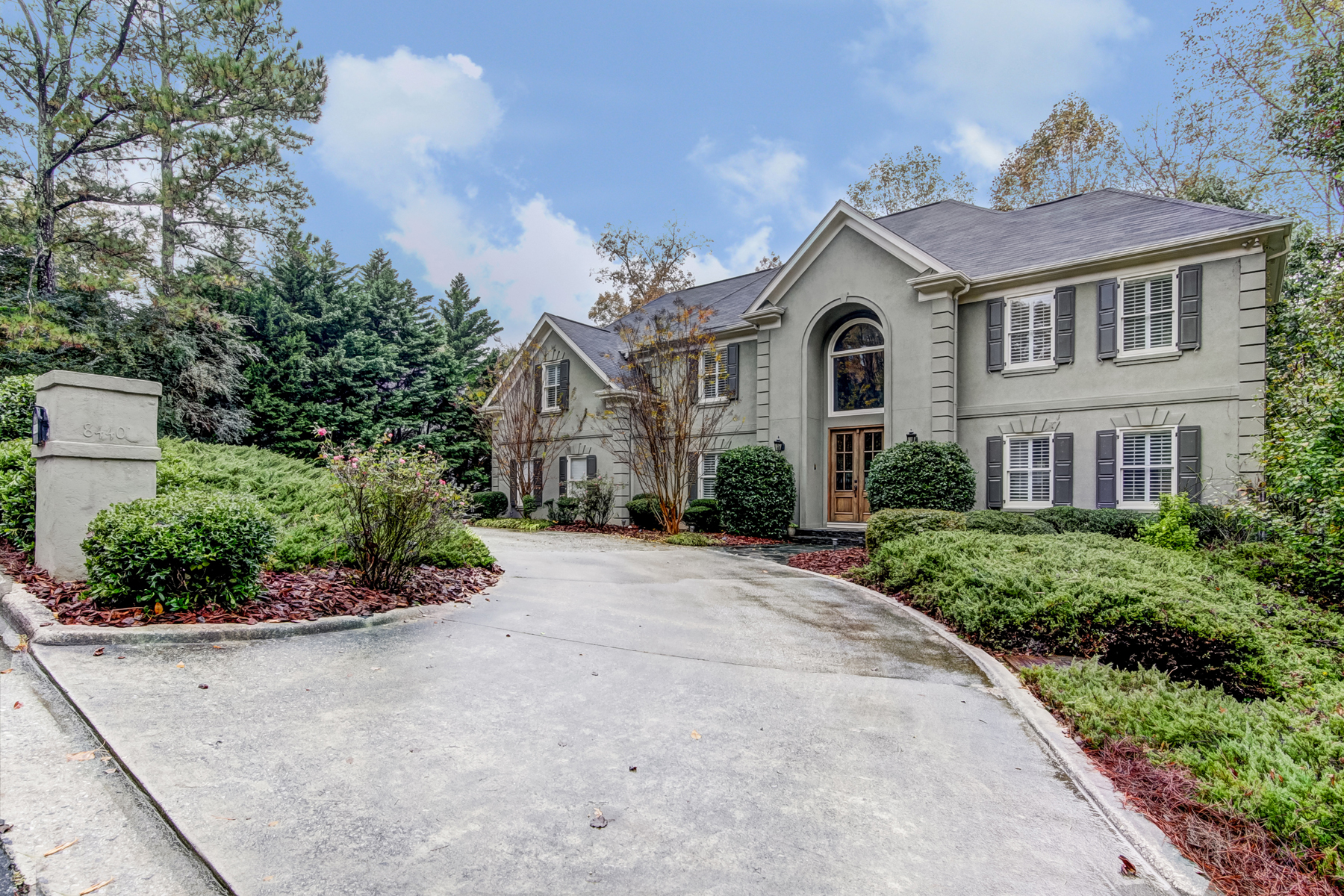 Single Family Home for Sale at Executive Beauty In Coveted Ridgemark 8440 Valemont Drive Sandy Springs, Georgia 30350 United States