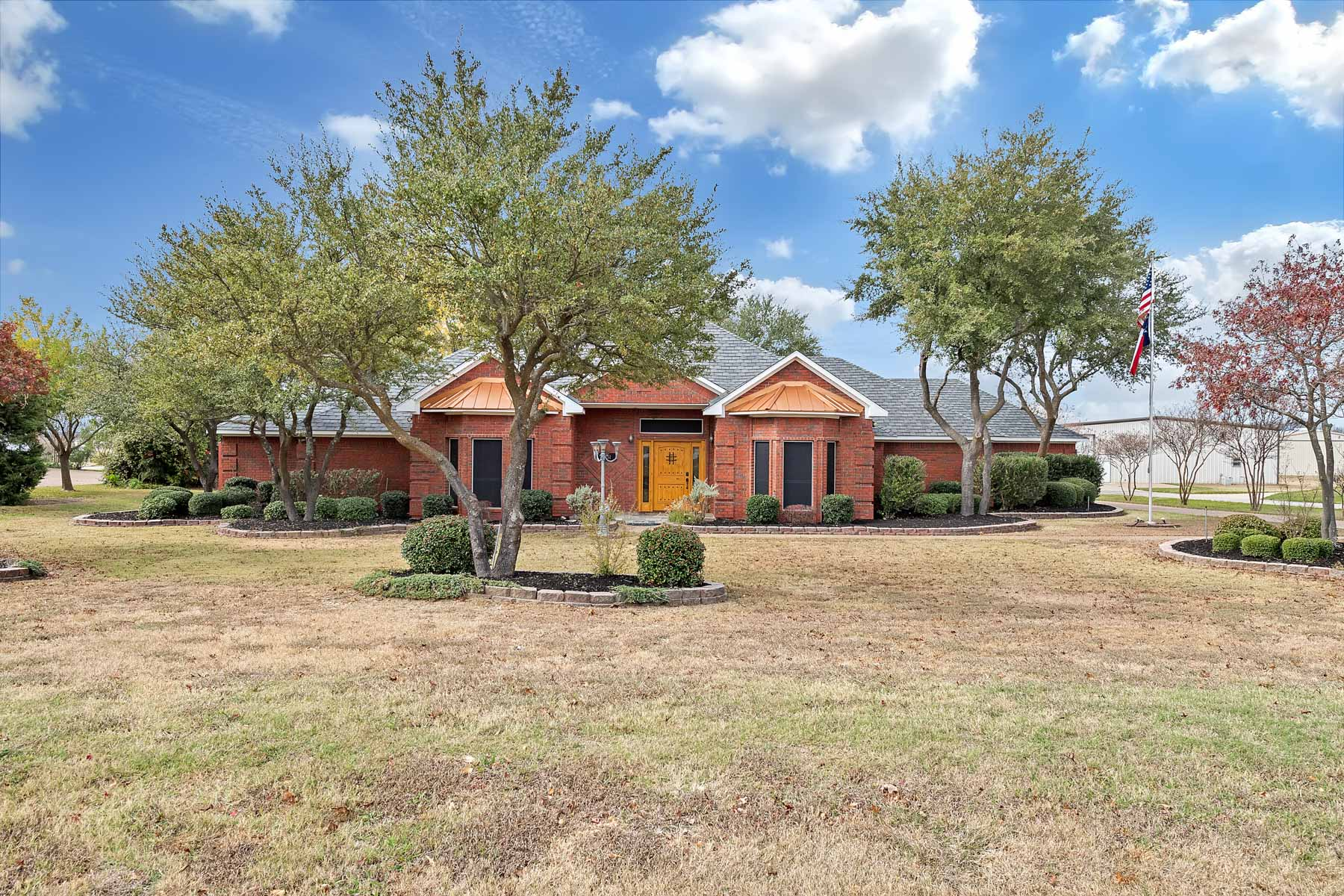 Single Family Home for Sale at 2751 Falcon Way 2751 Falcon Way Midlothian, Texas 76065 United States