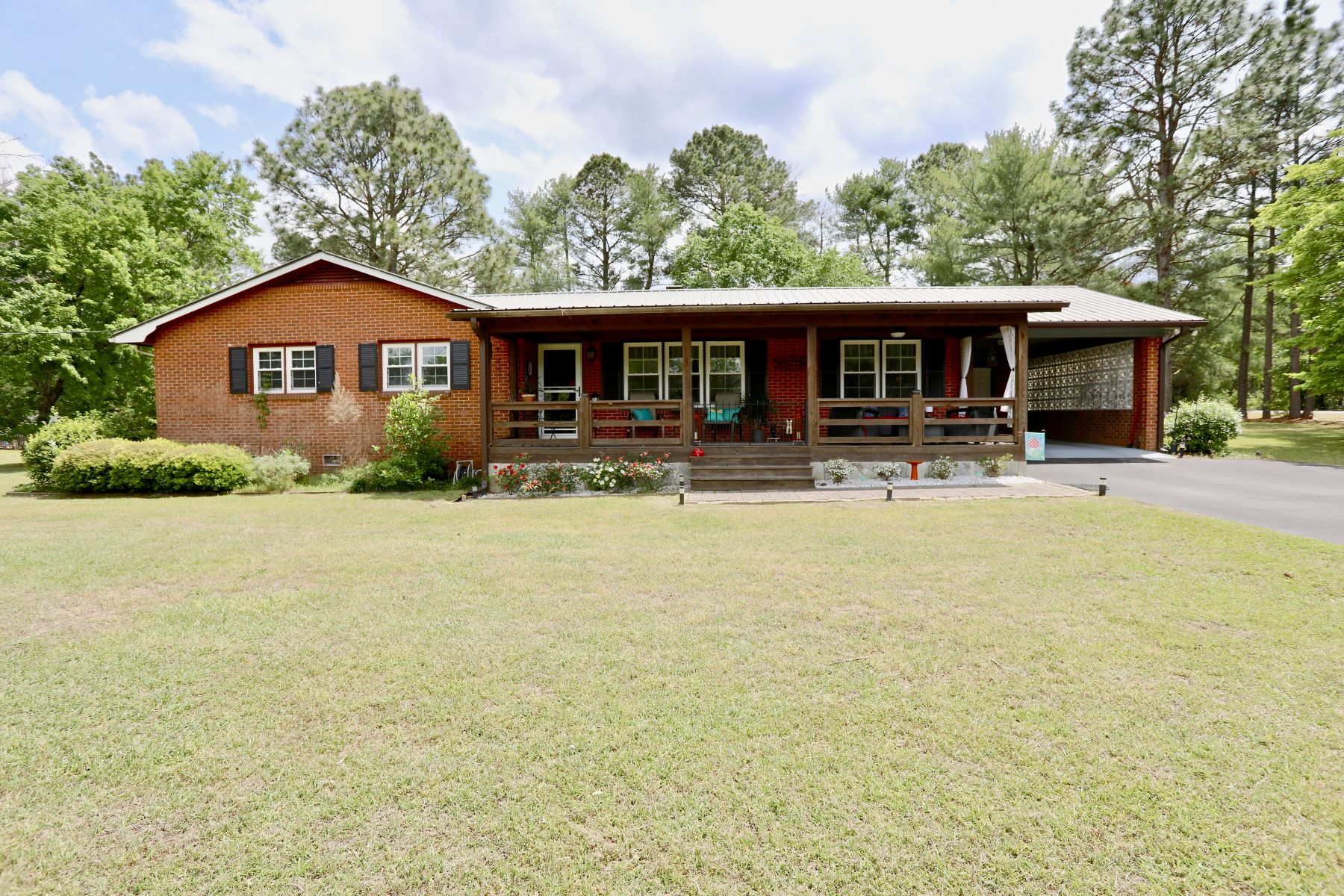 Single Family Homes for Sale at 275 Arrow Wood Rd. Carthage, North Carolina 28327 United States