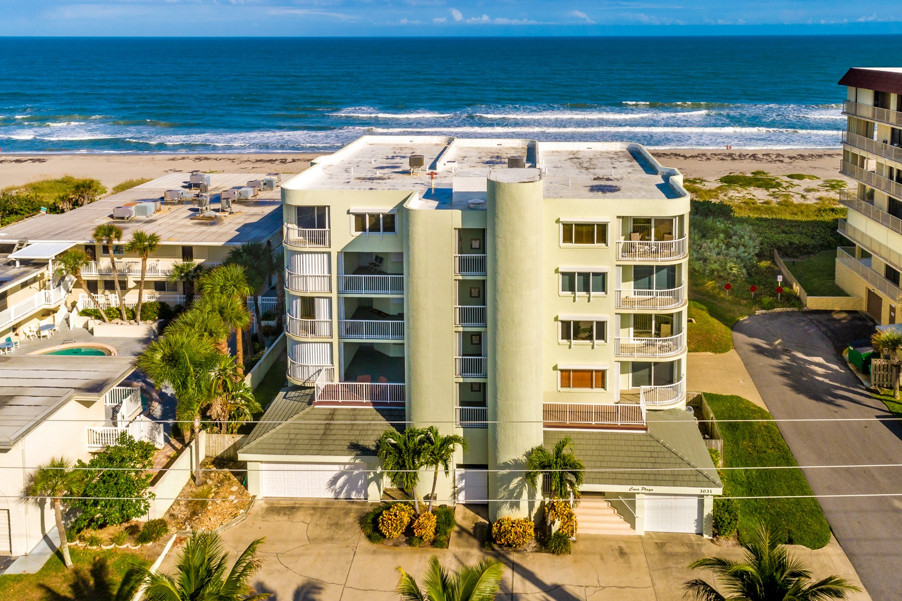Condominiums por un Venta en Glorious View from Waterfront Villa in Casa Playa 3031 S Atlantic Ave #402, Cocoa Beach, Florida 32931 Estados Unidos