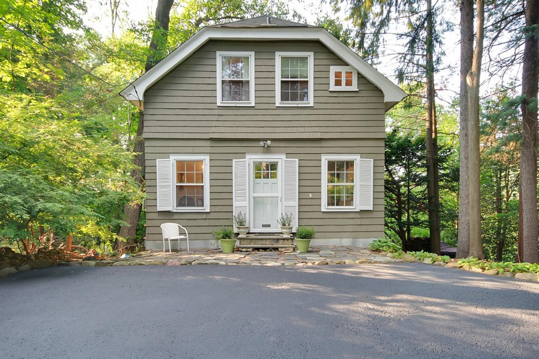 Otras residenciales por un Alquiler en Two Bedroom Carriage House 50 Rensselaer Road, Essex Fells, Nueva Jersey 07021 Estados Unidos