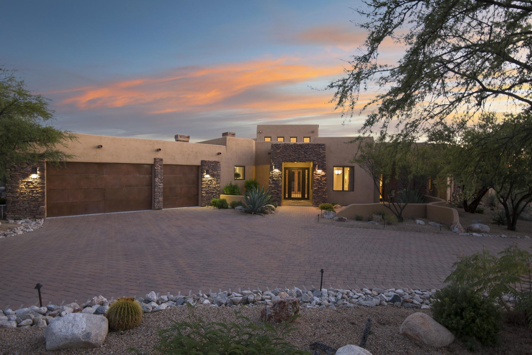 Single Family Homes for Sale at Incredible Home in the Prestigious Stone Canyon Club 1215 W Weathered Stone Place Oro Valley, Arizona 85755 United States
