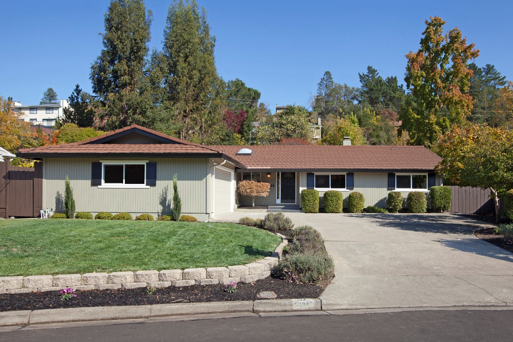 Single Family Homes for Sale at Immaculate Turn-Key Home 124 Walford Drive Moraga, California 94556 United States