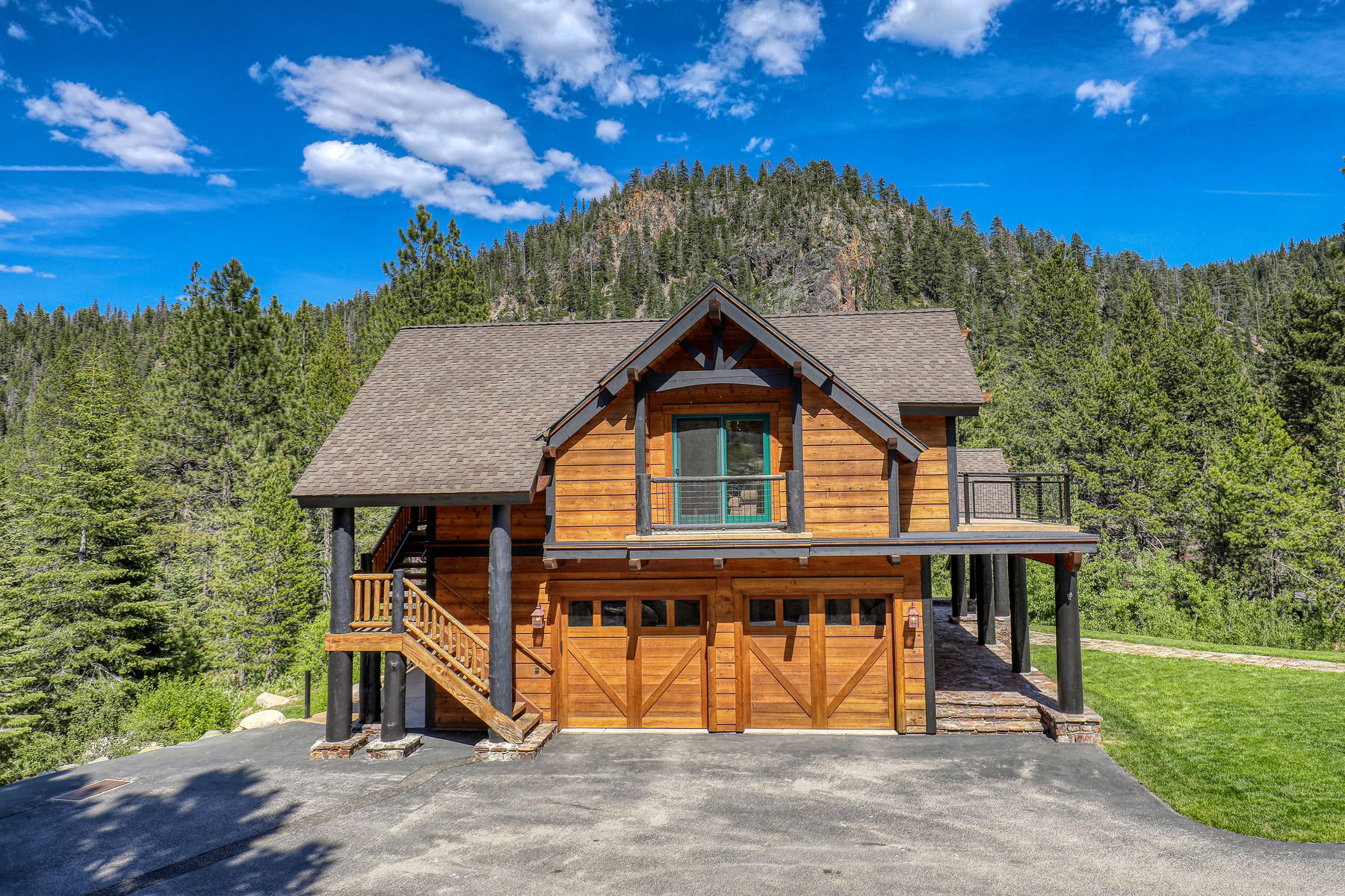 Additional photo for property listing at Prestigious yet comfortable home captures stunning views of Painted Rock. 155 Painted Rock Court Olympic Valley, California 96146 United States