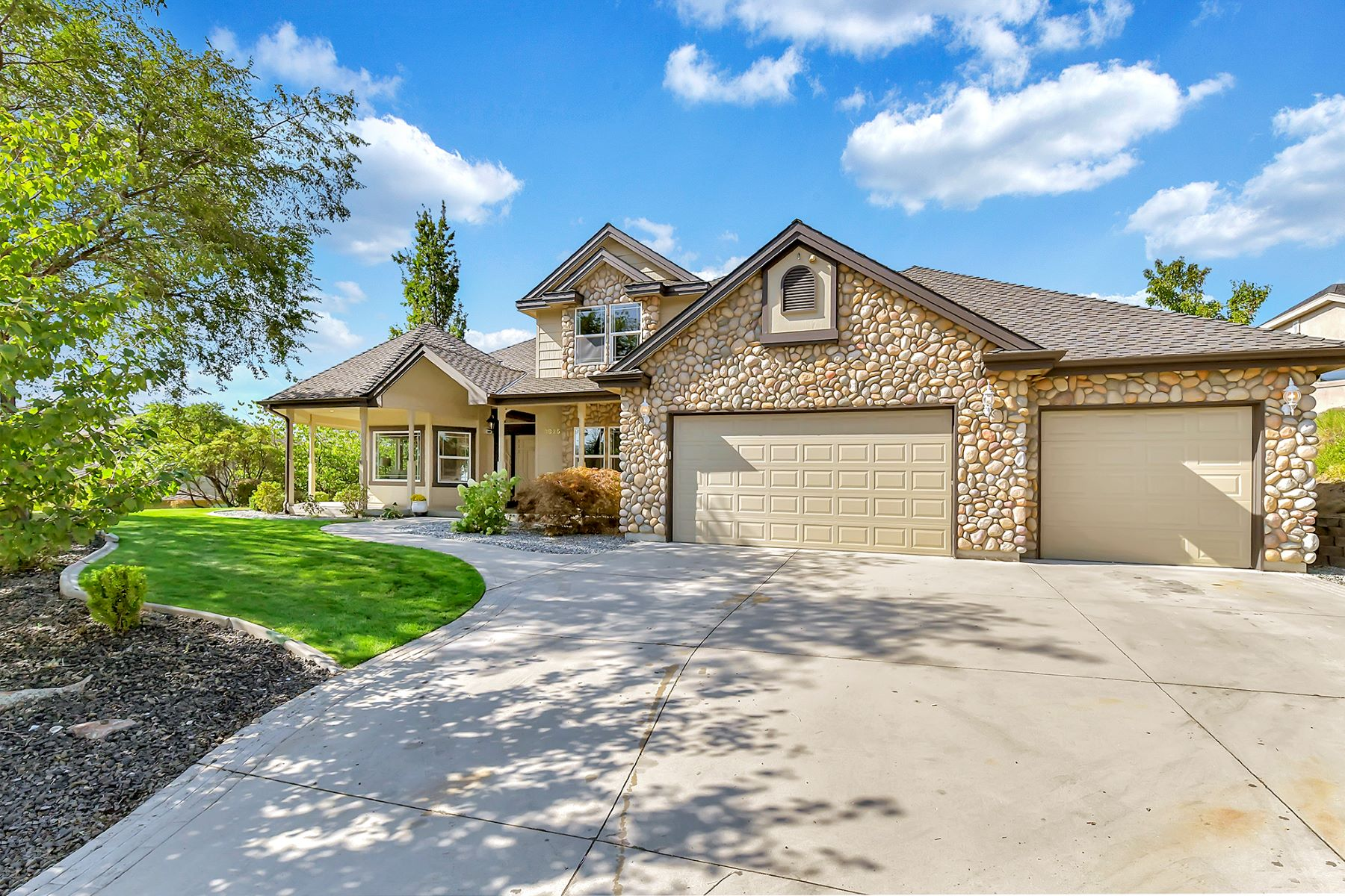 Single Family Homes for Sale at 3825 Quail Heights Ct, Boise 3825 W Quail Heights Ct Boise, Idaho 83703 United States