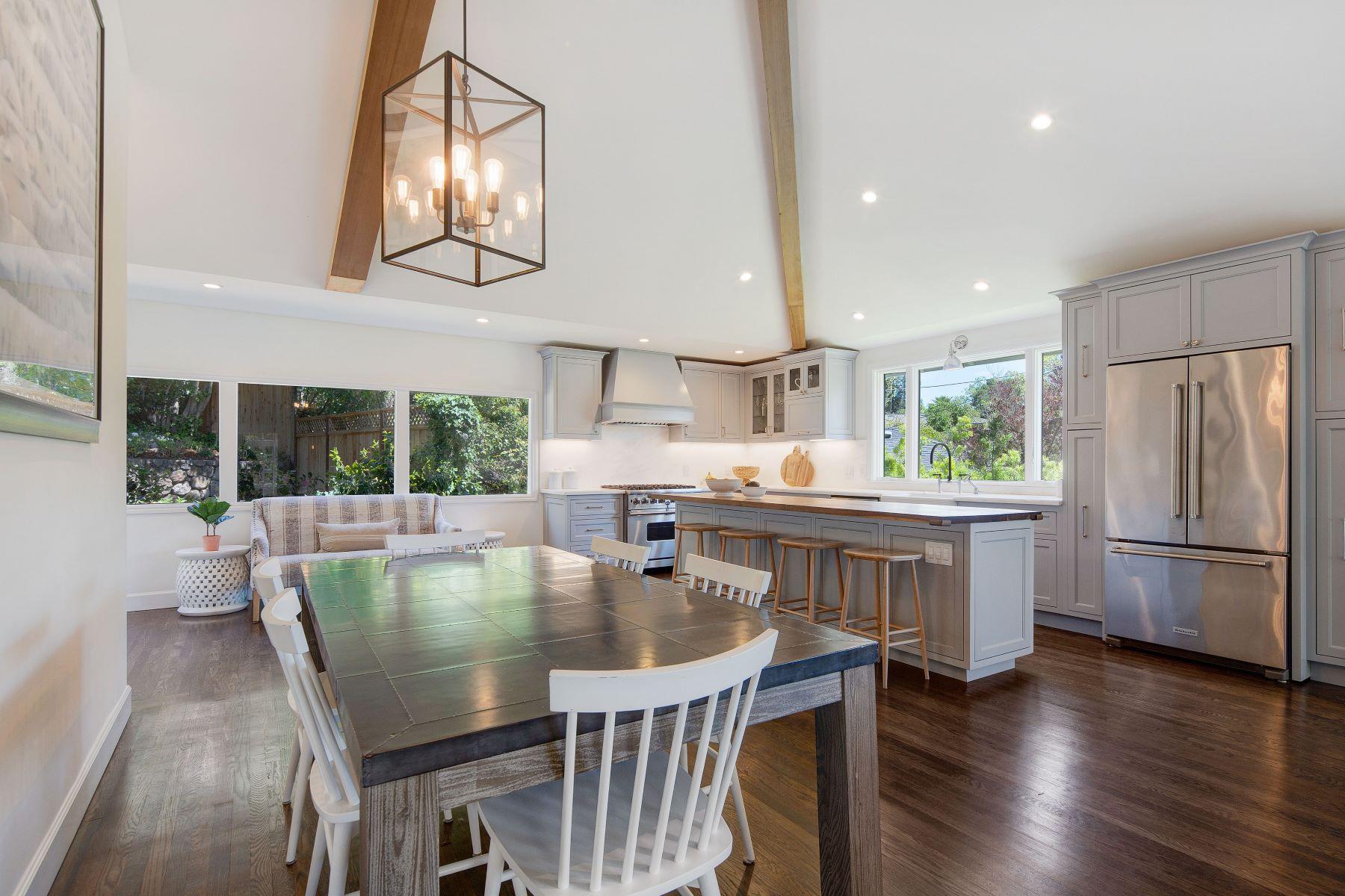Casa Unifamiliar por un Venta en Dazzling Style, Amazing Location 5 Almenar Drive Greenbrae, California 94904 Estados Unidos