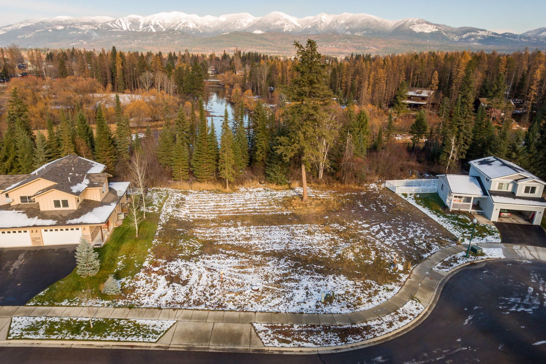 Additional photo for property listing at 744-746 Spruce Ct , Whitefish, MT 59937 744-746  Spruce Ct Whitefish, Montana 59937 United States