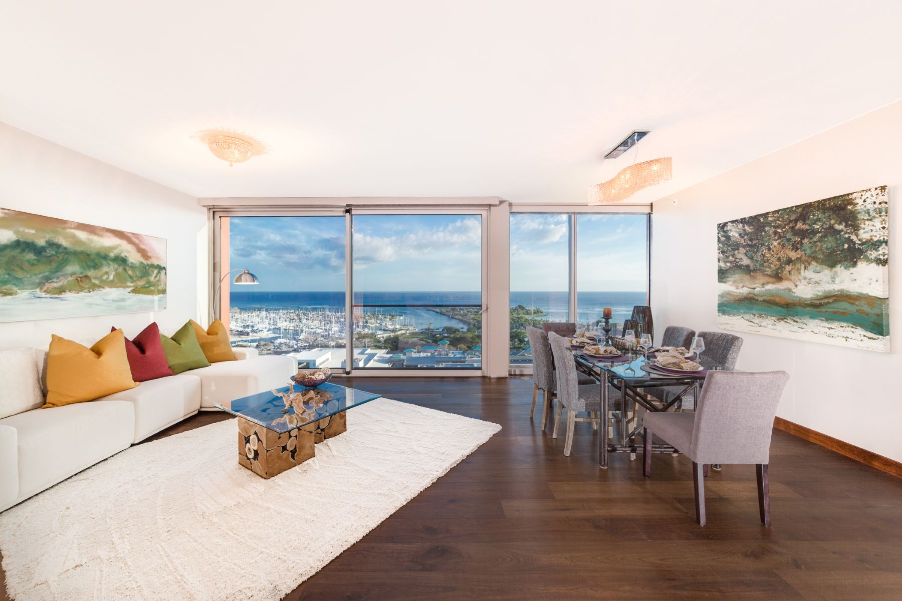 共管物業 為 出售 在 Sophisticated Penthouse 1555 Kapiolani Boulevard #PH 2003 Honolulu, 夏威夷 96814 美國