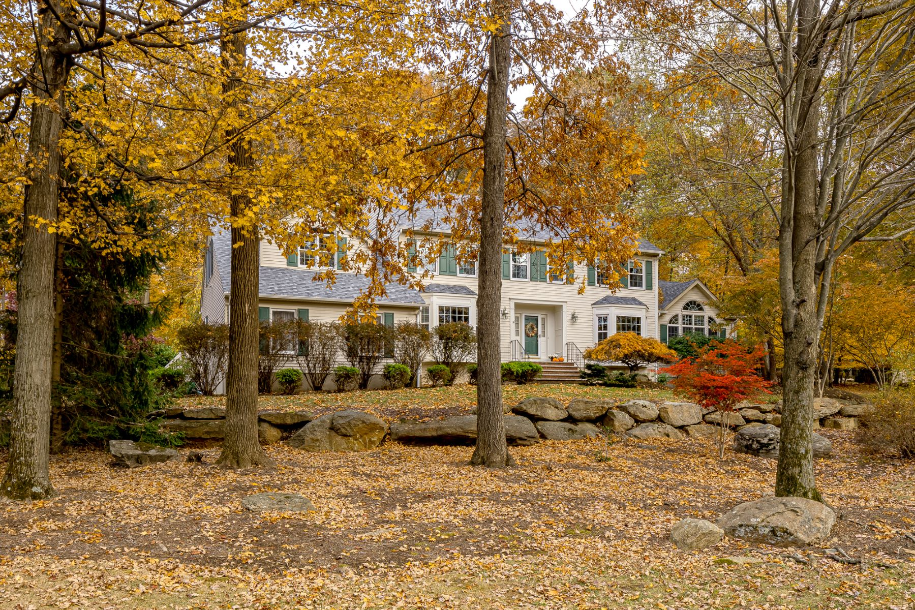 Single Family Homes for Sale at Classic Chester Colonial 10 Knollwood Terrace Chester, New Jersey 07930 United States