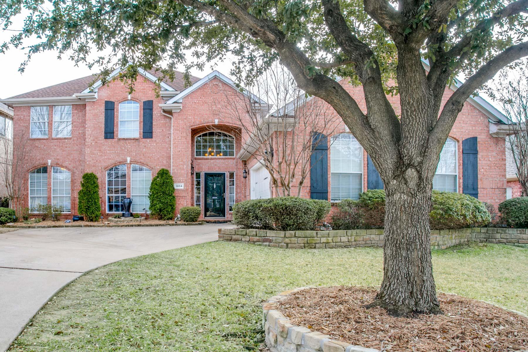 Single Family Home for Sale at 1804 Paddington Court 1804 Paddington Court Arlington, Texas 76017 United States