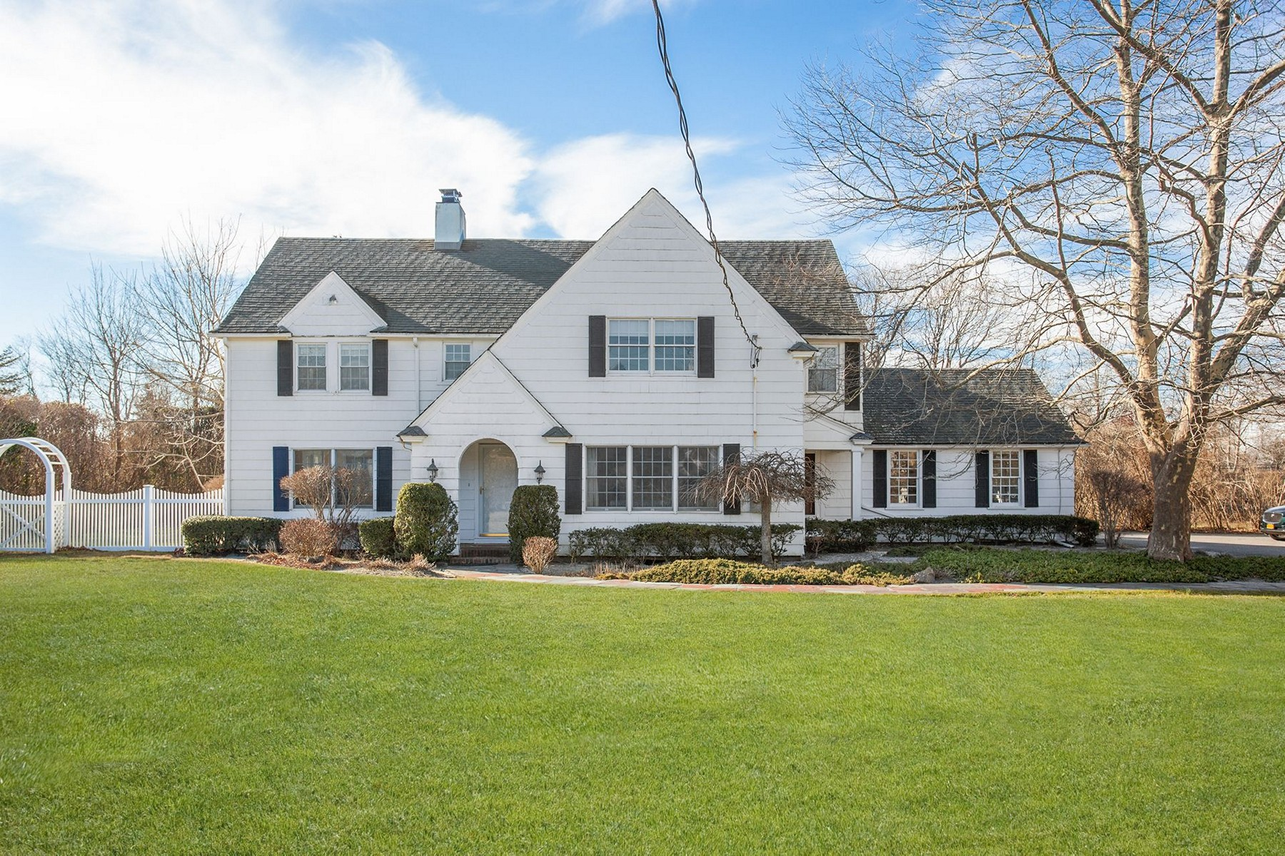Single Family Home for Active at Westhampton Bch 29 Beach Ln Westhampton Beach, New York 11978 United States