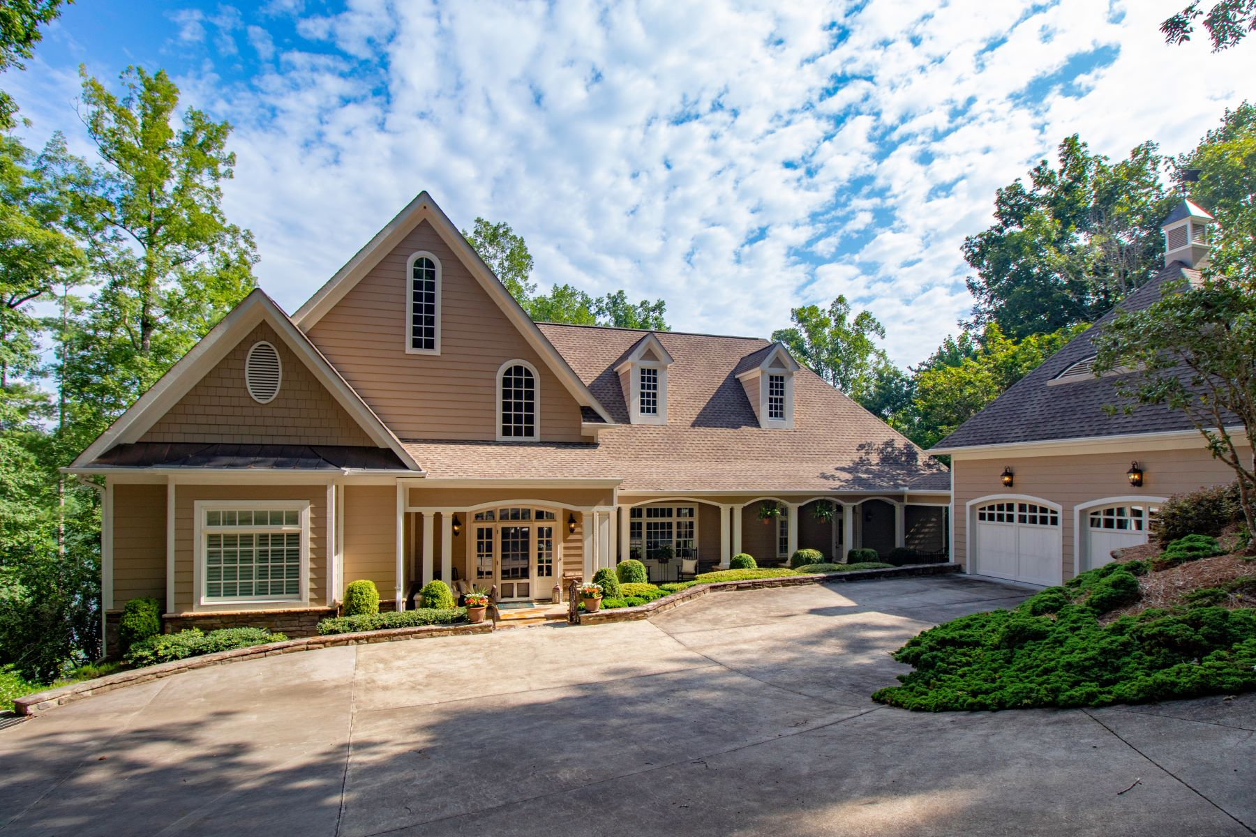 Single Family Homes für Verkauf beim Completed updated lake front home in The Reserve at Lake Keowee. 117 Burwood Court, Sunset, South Carolina 29685 Vereinigte Staaten
