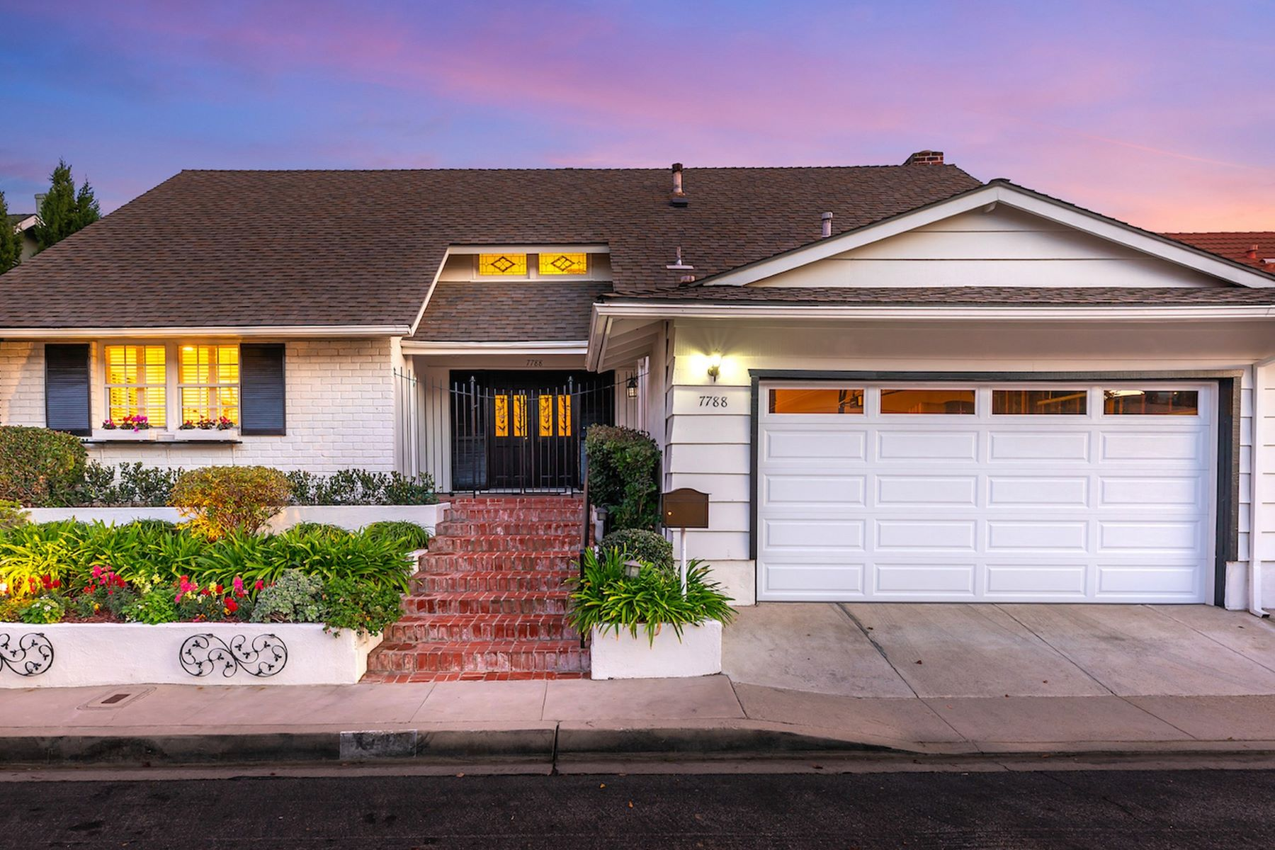 Single Family Homes for Active at 7788 Skyhill Drive Los Angeles, California 90068 United States