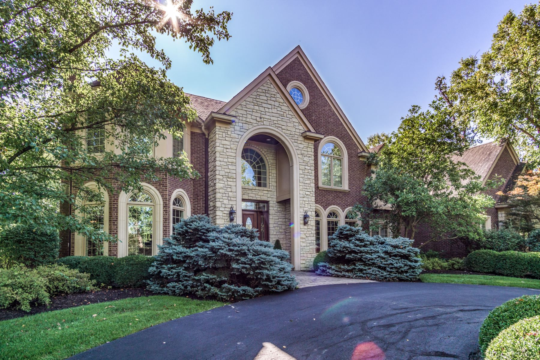 واحد منزل الأسرة للـ Sale في Elegant. Stately. Inviting. A gracefully designed floor plan. 4980 Taft Pl, Indian Hill, Ohio, 45243 United States
