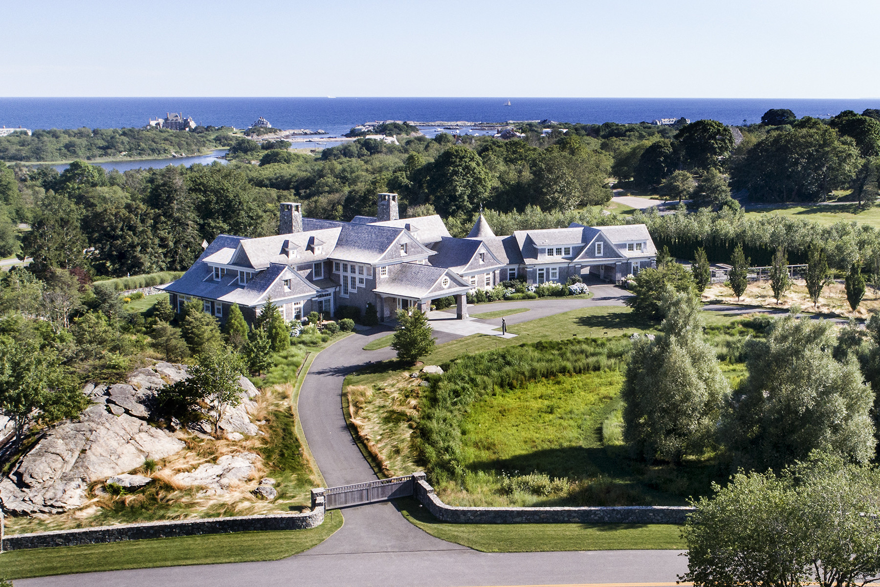 Villa per Vendita alle ore The Bird House 70 Beacon Hill Road Newport, Rhode Island, 02840 Stati Uniti