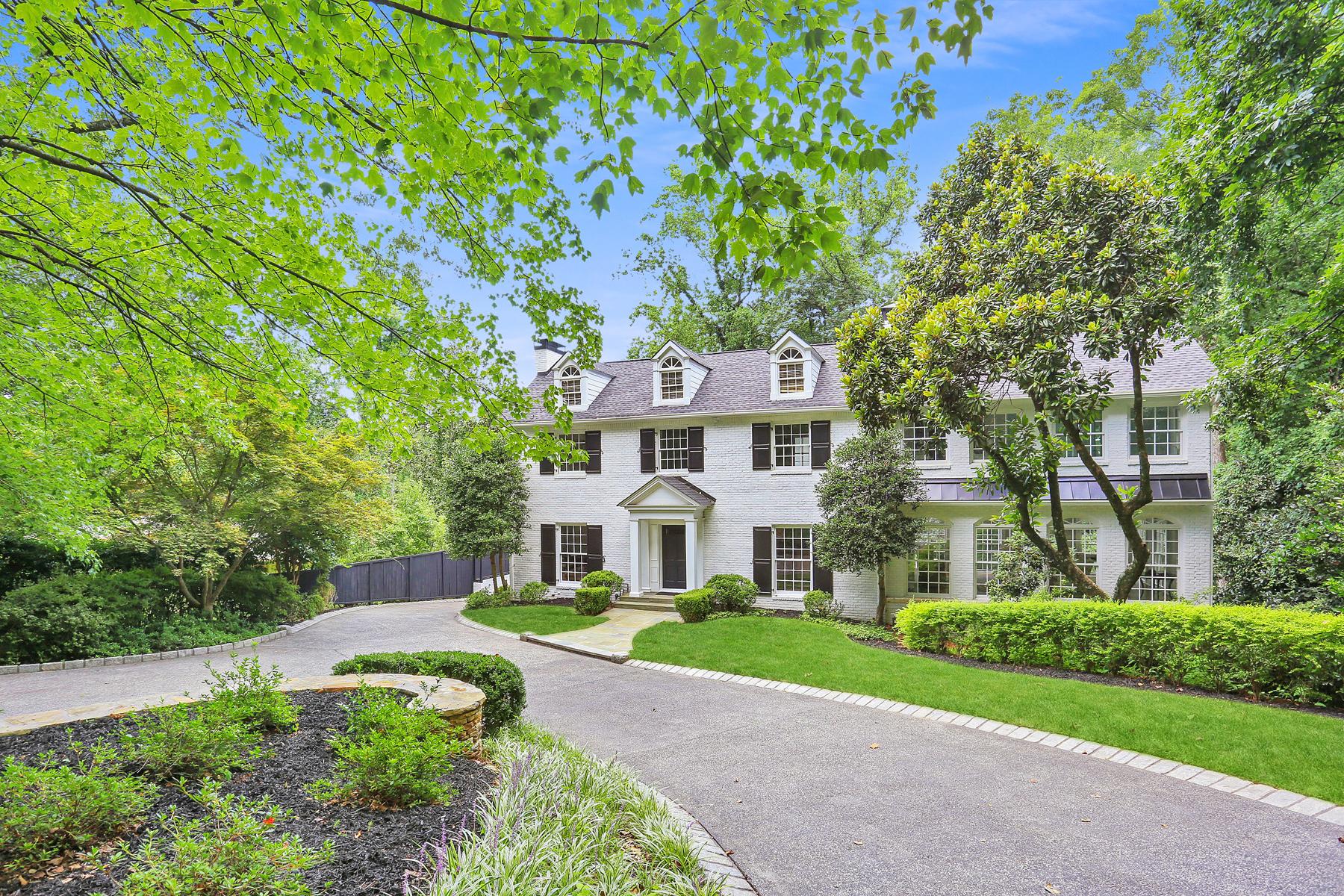 Property por un Venta en Renovated Buckhead Home 630 West Wesley Road NW, Atlanta, Georgia 30327 Estados Unidos