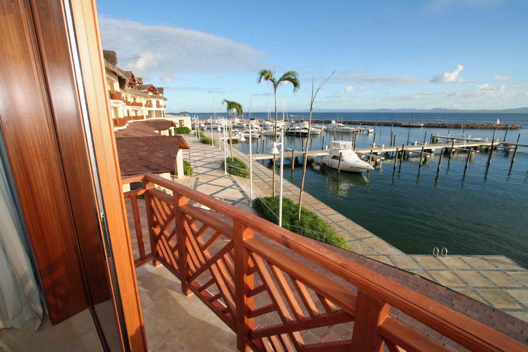 Condominiums por un Venta en Hotel Condo with Boat Slip 215 Bannister Hotel Samana, Samana 32000 República Dominicana