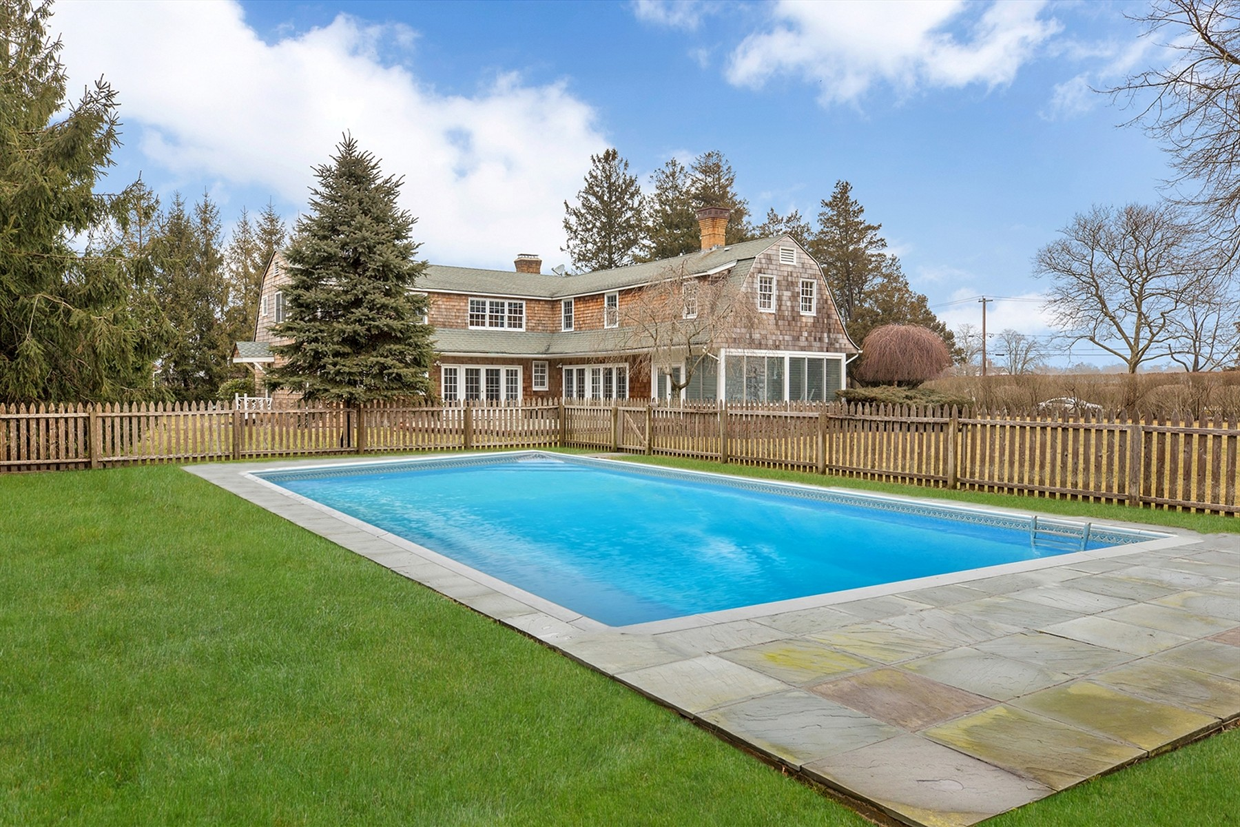 Single Family Home for Active at Westhampton Bch 33 Seafield Ln Westhampton Beach, New York 11978 United States