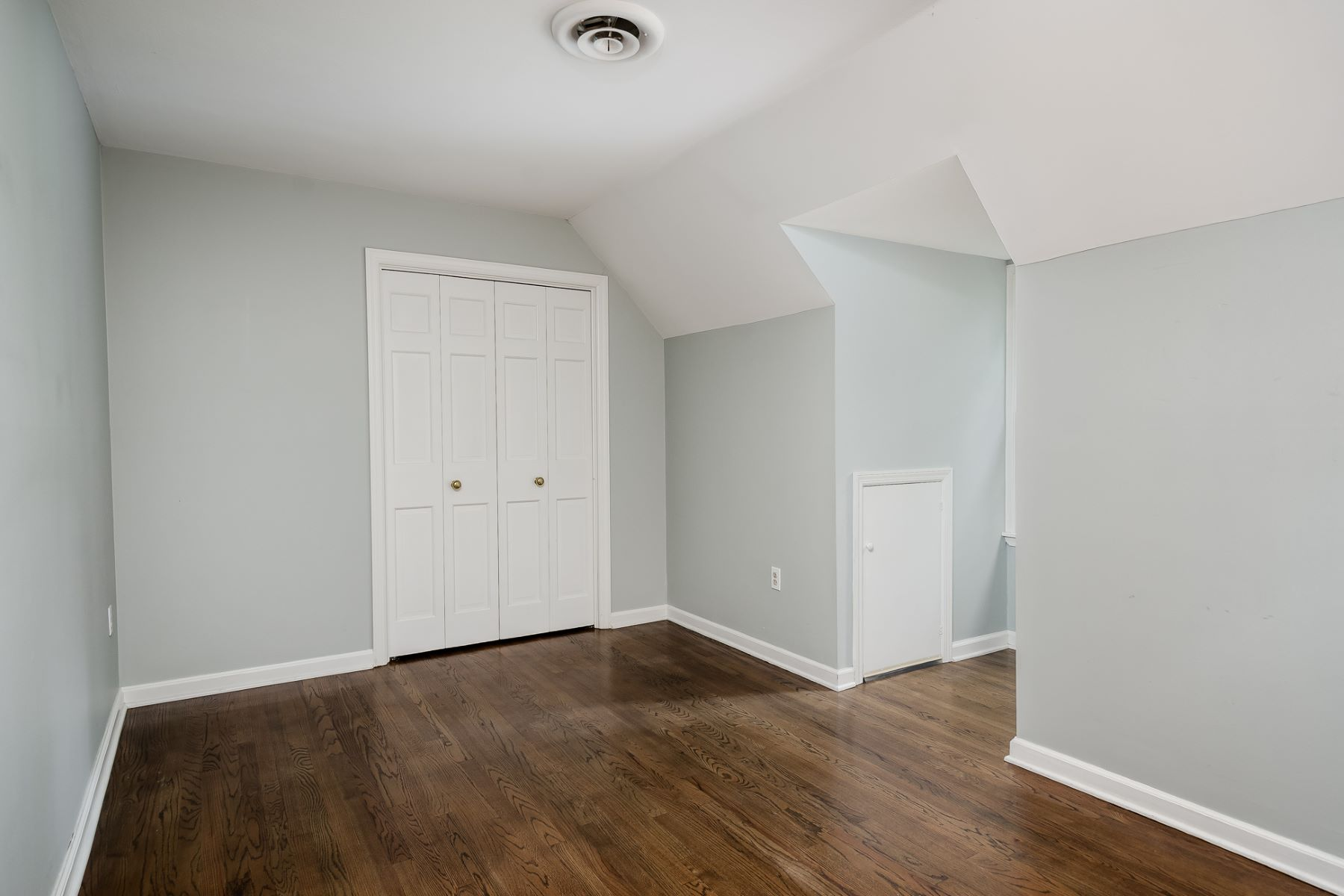 Additional photo for property listing at Picture Perfect - Brimming with Character 8 East Shore Drive, Princeton, New Jersey 08540 Hoa Kỳ