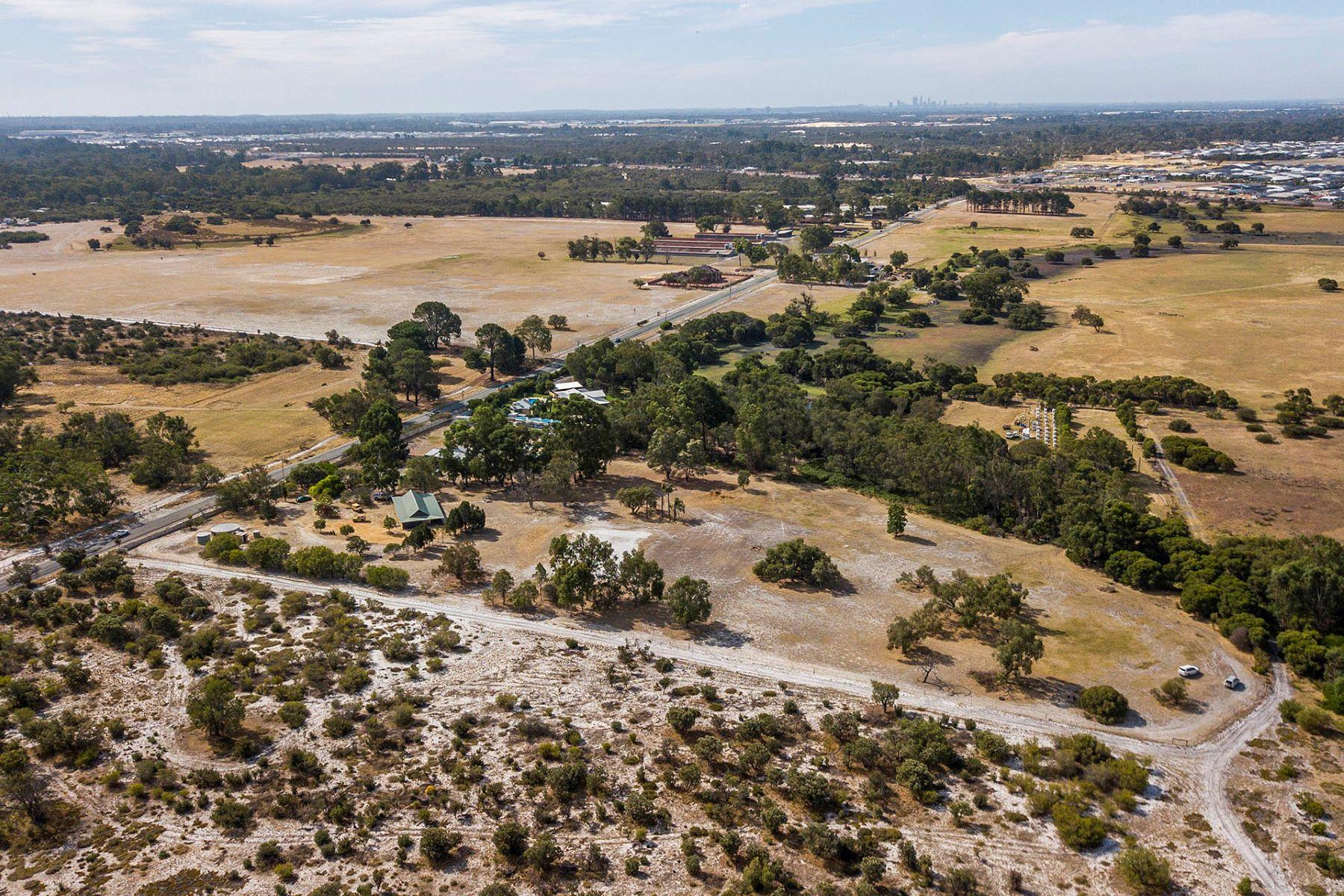 土地,用地 为 销售 在 Land and lifestyle 141 Taylor Road Forrestdale, Western Australia 6112 澳大利亚