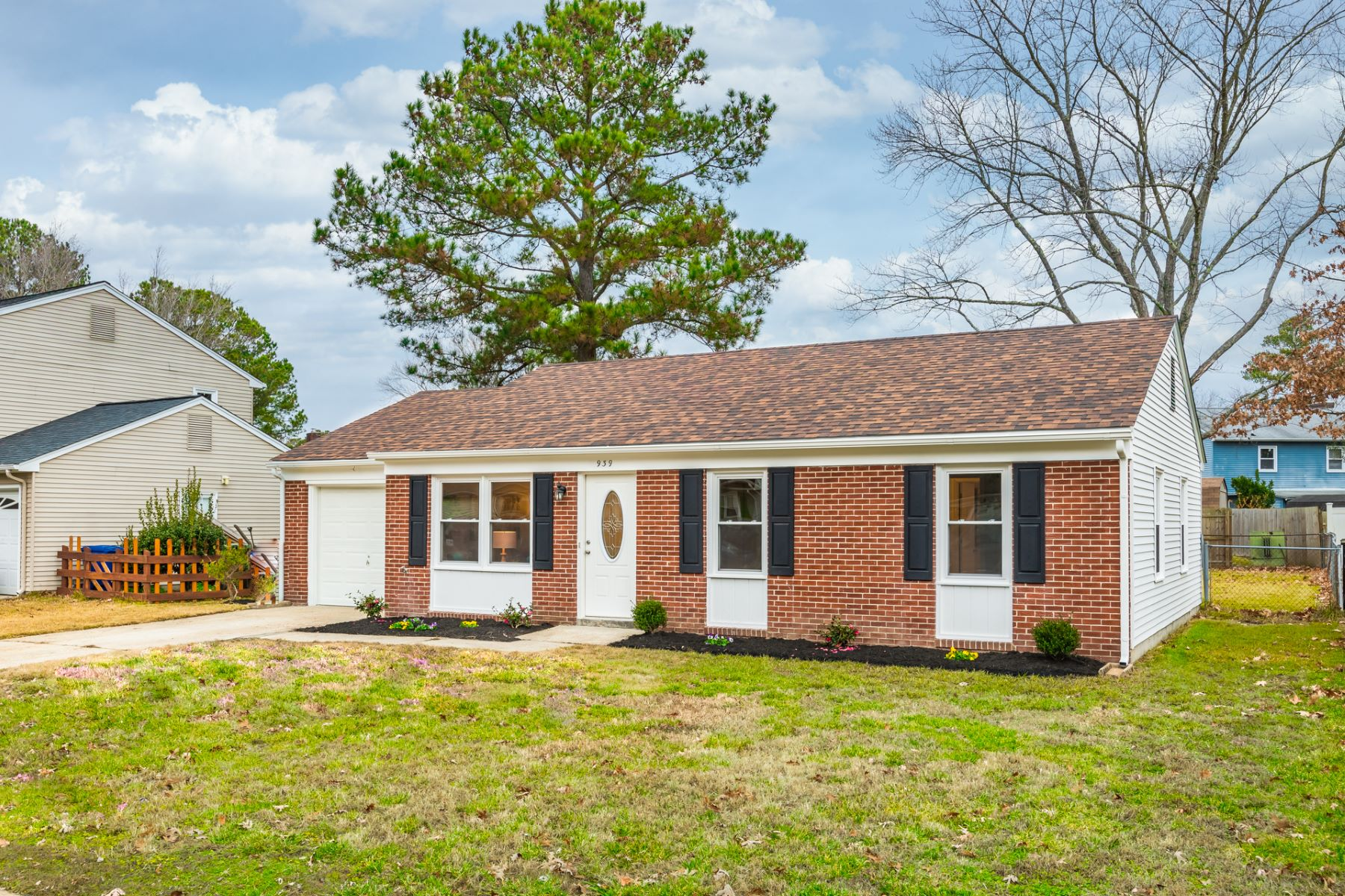 Single Family Homes for Active at GREEN ACRES 939 Red Oak Circle Newport News, Virginia 23608 United States