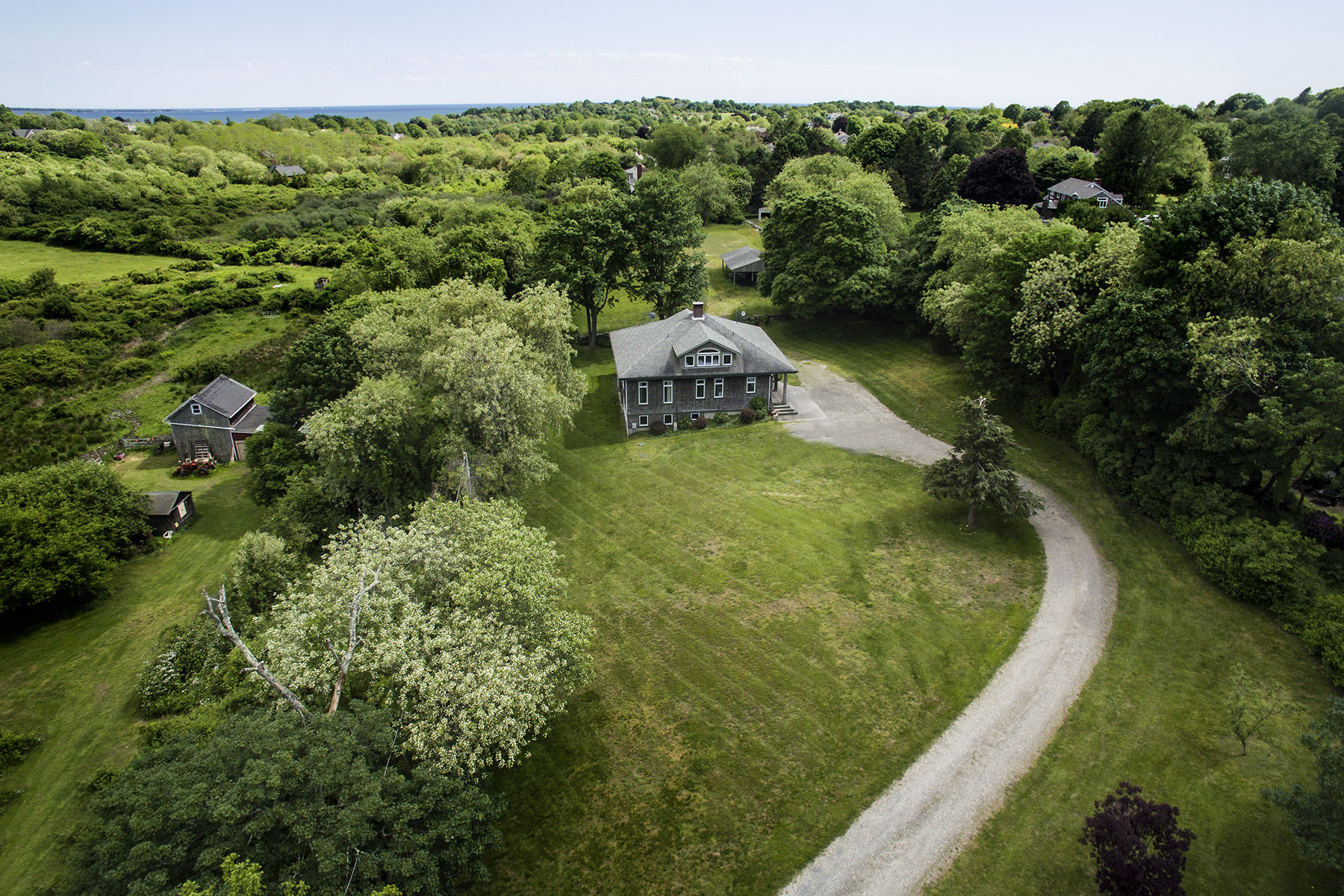 Single Family Homes per Vendita alle ore Bucolic Privacy Near Beaches 25 Little Creek Lane, Middletown, Rhode Island 02842 Stati Uniti