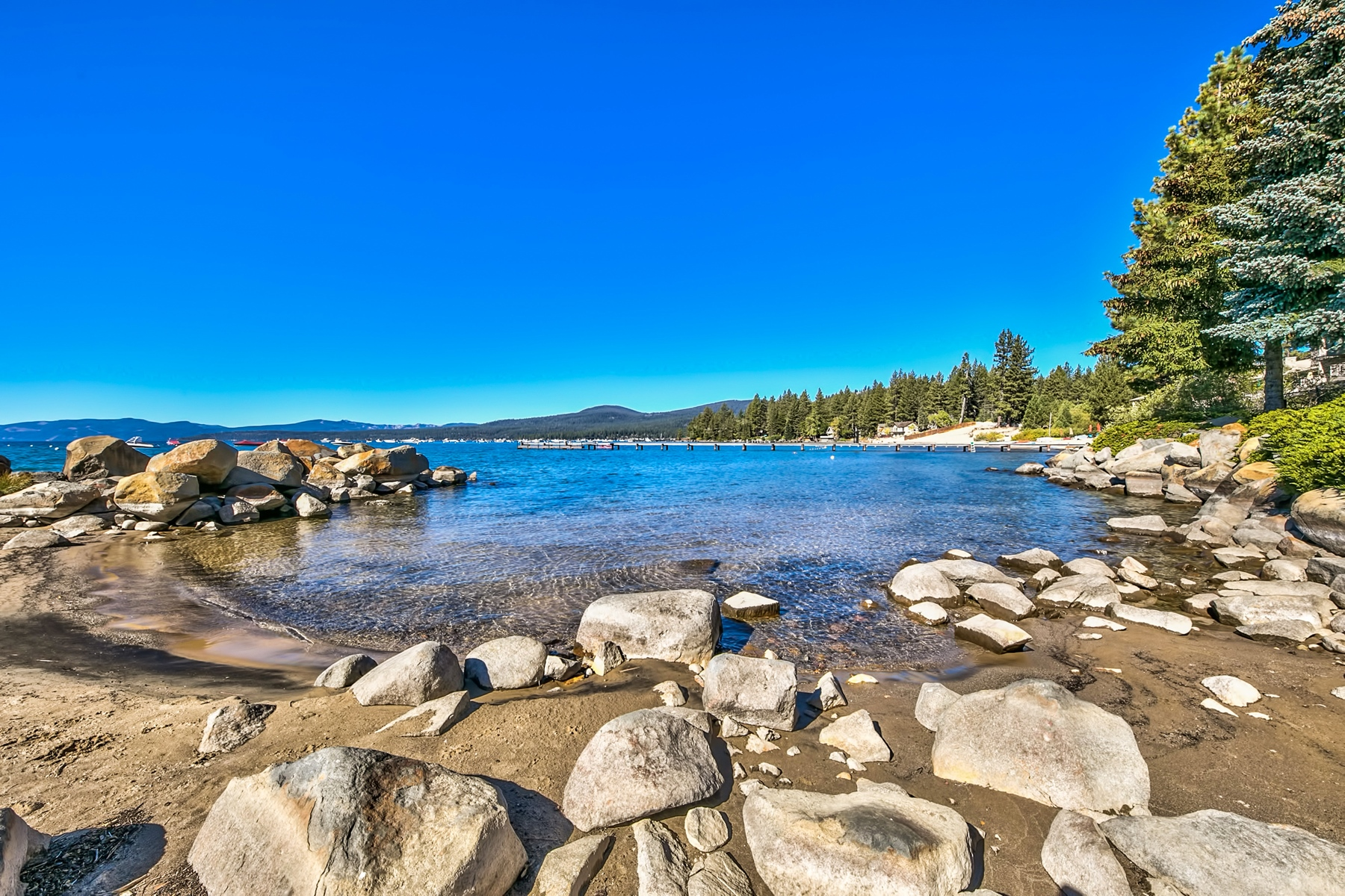 Additional photo for property listing at 7600 North Lake Blvd. #22, Tahoe Vista, CA 7600 North Lake Blvd. #22 Tahoe Vista, California 96148 United States