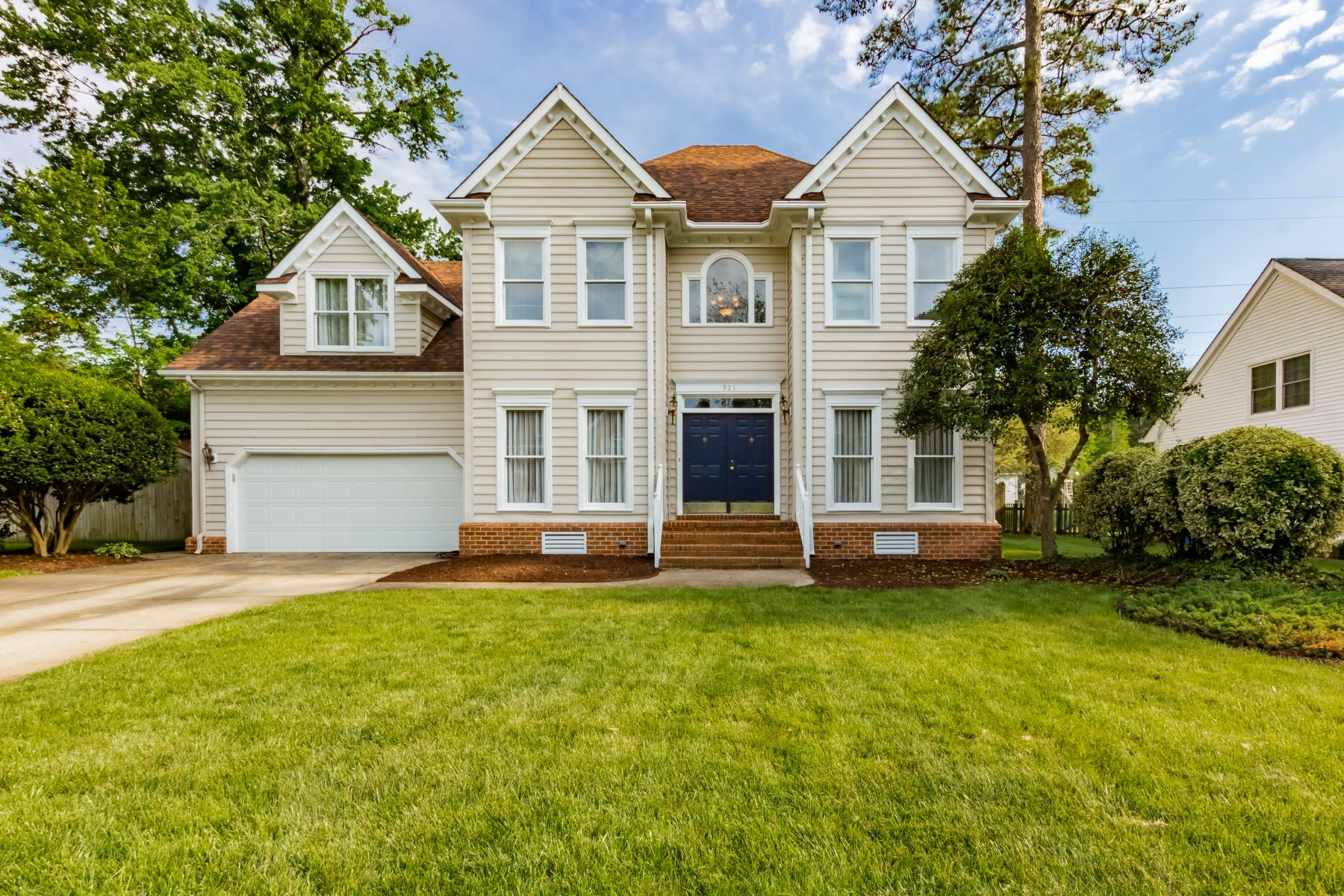 single family homes pour l Vente à 921 Forest Lakes Circle Chesapeake, Virginia 23322 États-Unis