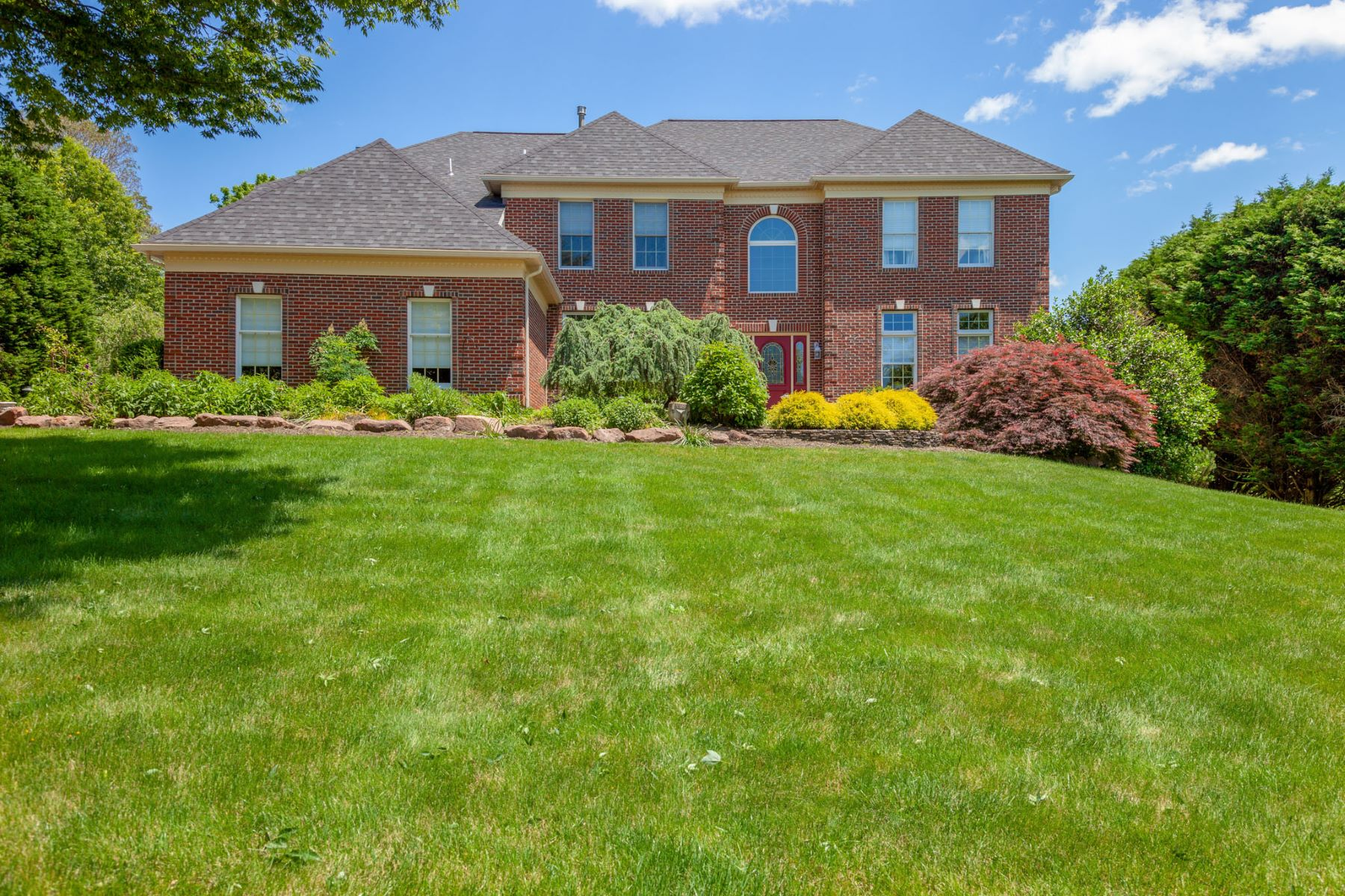 Single Family Homes for Sale at 287 Dressage Ct., West Chester, PA 19382 287 Dressage Ct. West Chester, Pennsylvania 19382 United States