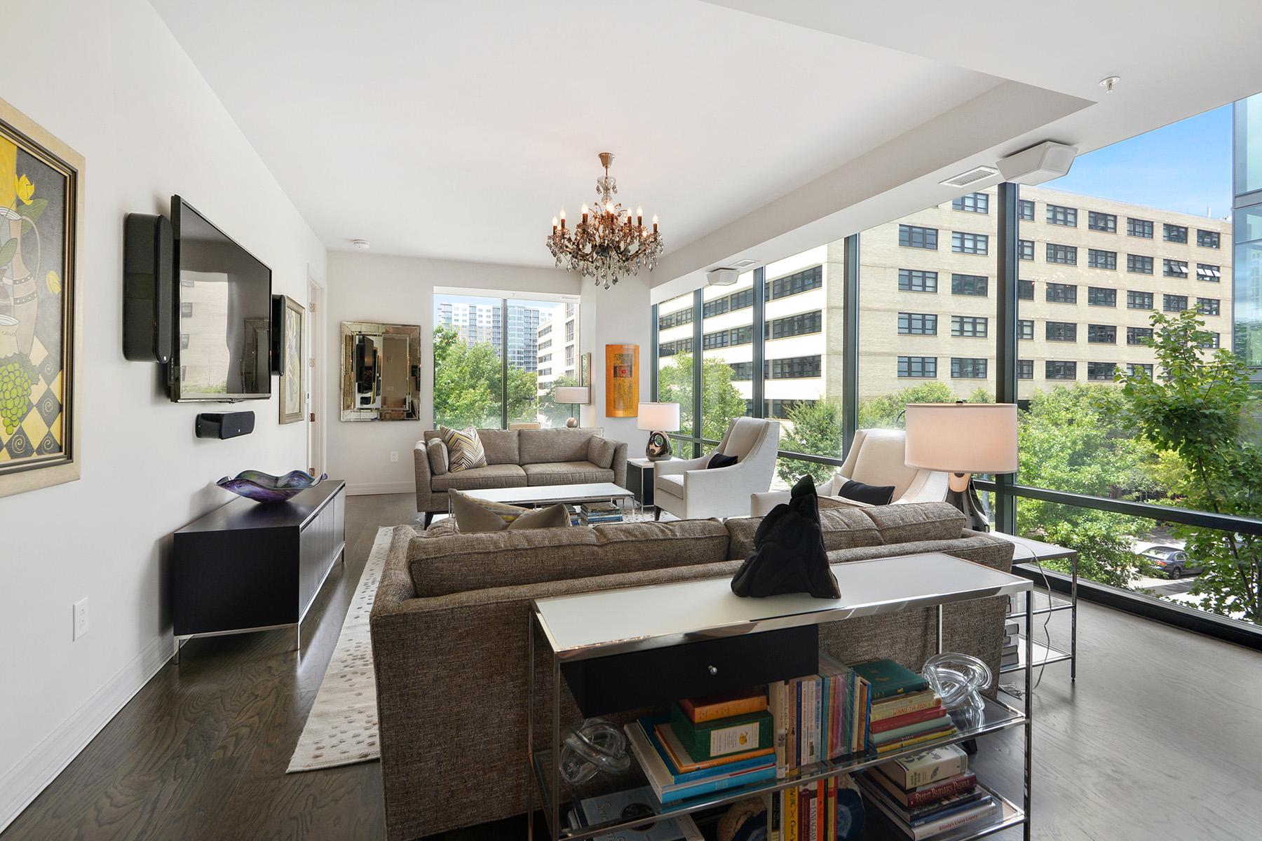Condominiums для того Продажа на Absolutely Stunning Designer Corner Unit Featuring Floor-To-Ceiling Windows 867 Peachtree Street No. 302, Atlanta, Джорджия 30308 Соединенные Штаты
